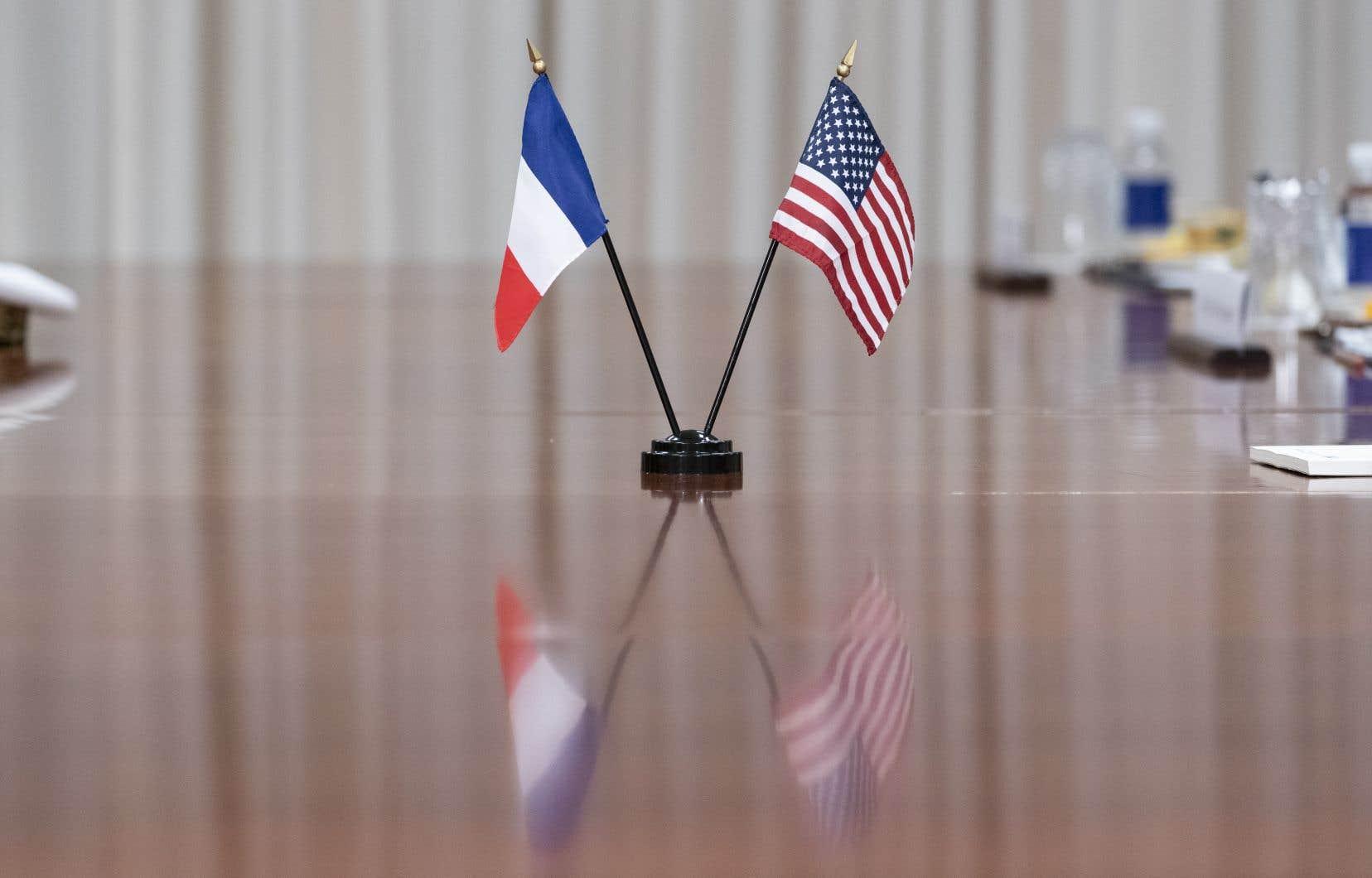 «Depuis une trentaine d'années, tournant le dos à une politique gaullienne d'indépendance, la France est devenue une adepte d'un atlantisme bon teint», écrit l'auteur.