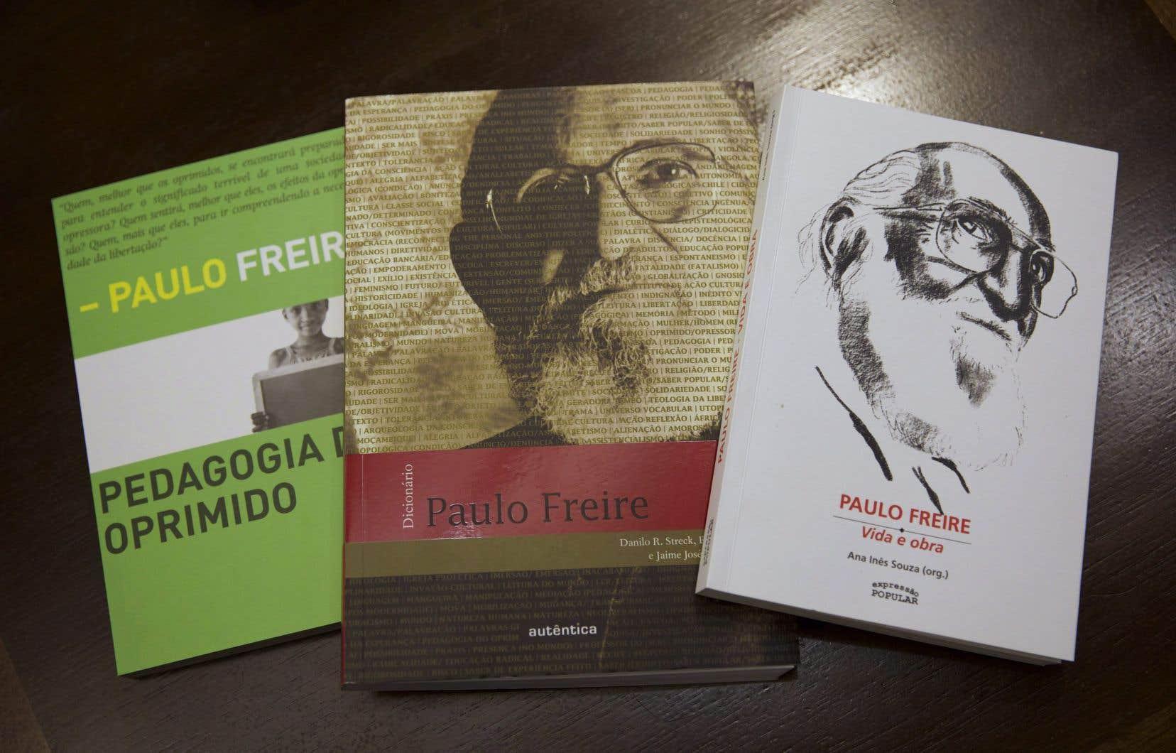 Des ouvrages de Paulo Freire, dans une bibliothèque publique de Rio de Janeiro, au Brésil.