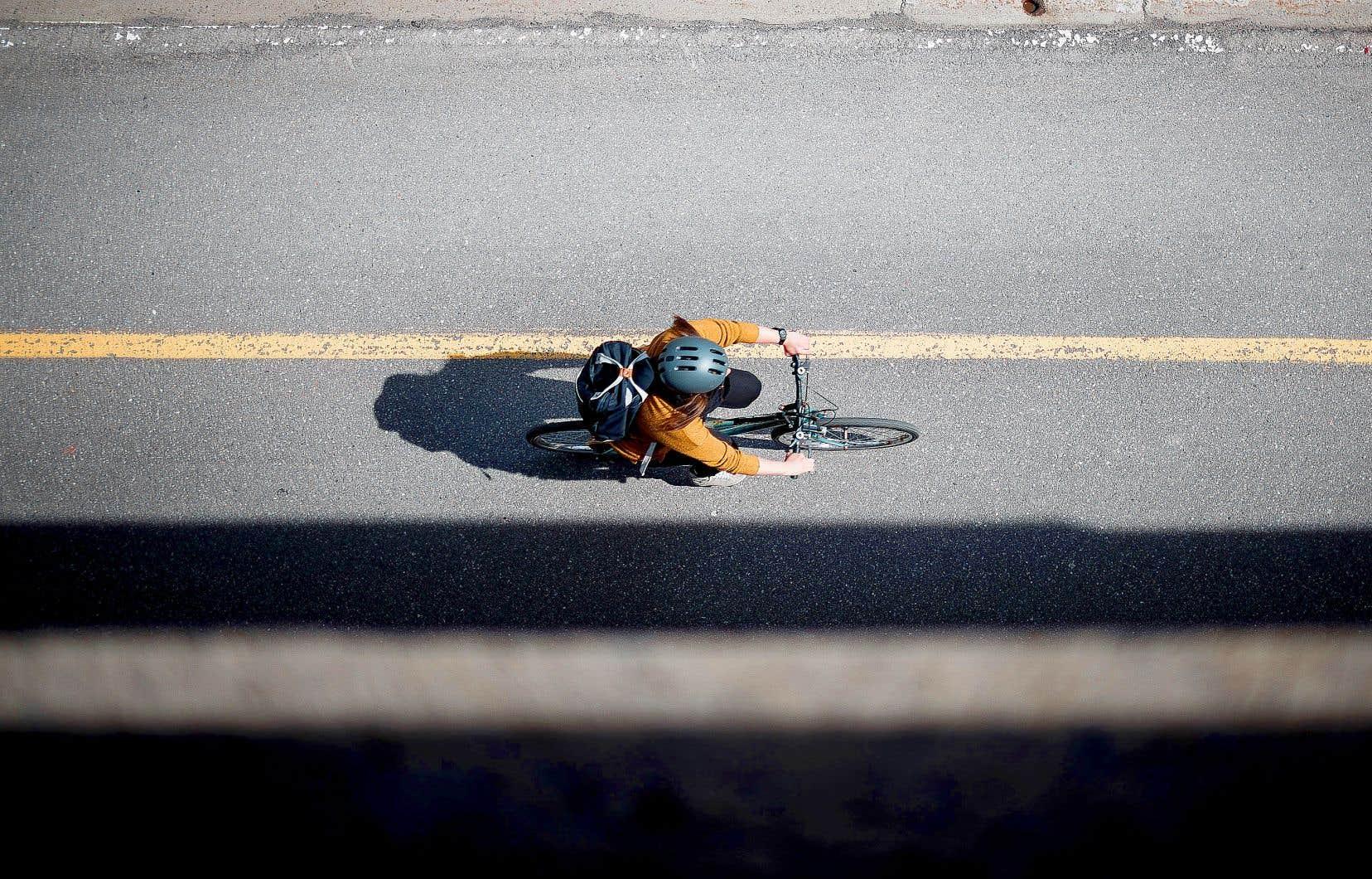 Selon le SPVM, il s'agit du troisième décès d'un cycliste sur la route à Montréal depuis le début de l'année, contre un l'an dernier et aucun en 2019.