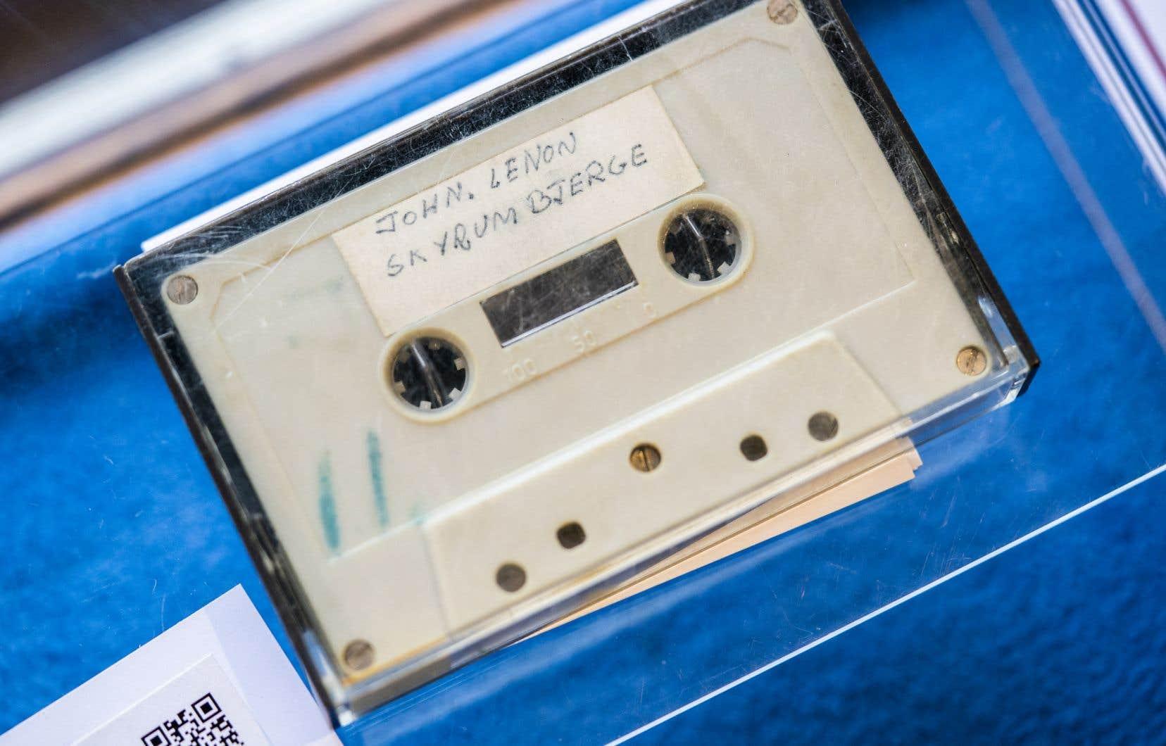 Pour écouter l'enregistrement, disponible nulle part ailleurs, un bon vieux lecteur de cassettes est nécessaire.