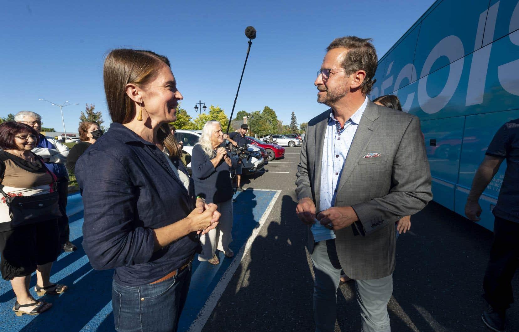 La bloquiste Marilou Alarie a fini deuxième à 200 voix près dans Brome-Missisquoi. On la voit ici aux côtés d'Yves-François Blanchet, le chef du Bloc, lors de la campagne électorale.