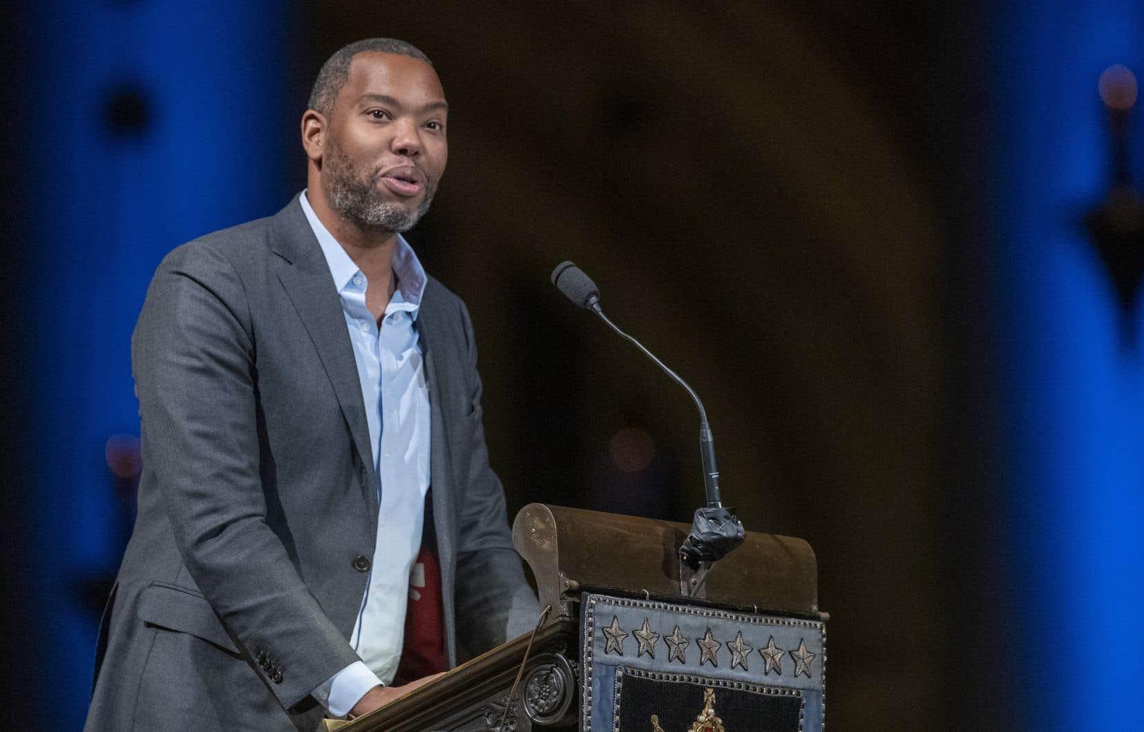 Pop-culture, sujets politiques et sociétaux… Coates traite de tout sans jamais perdre de vue la condition des Noirs dans le pays.