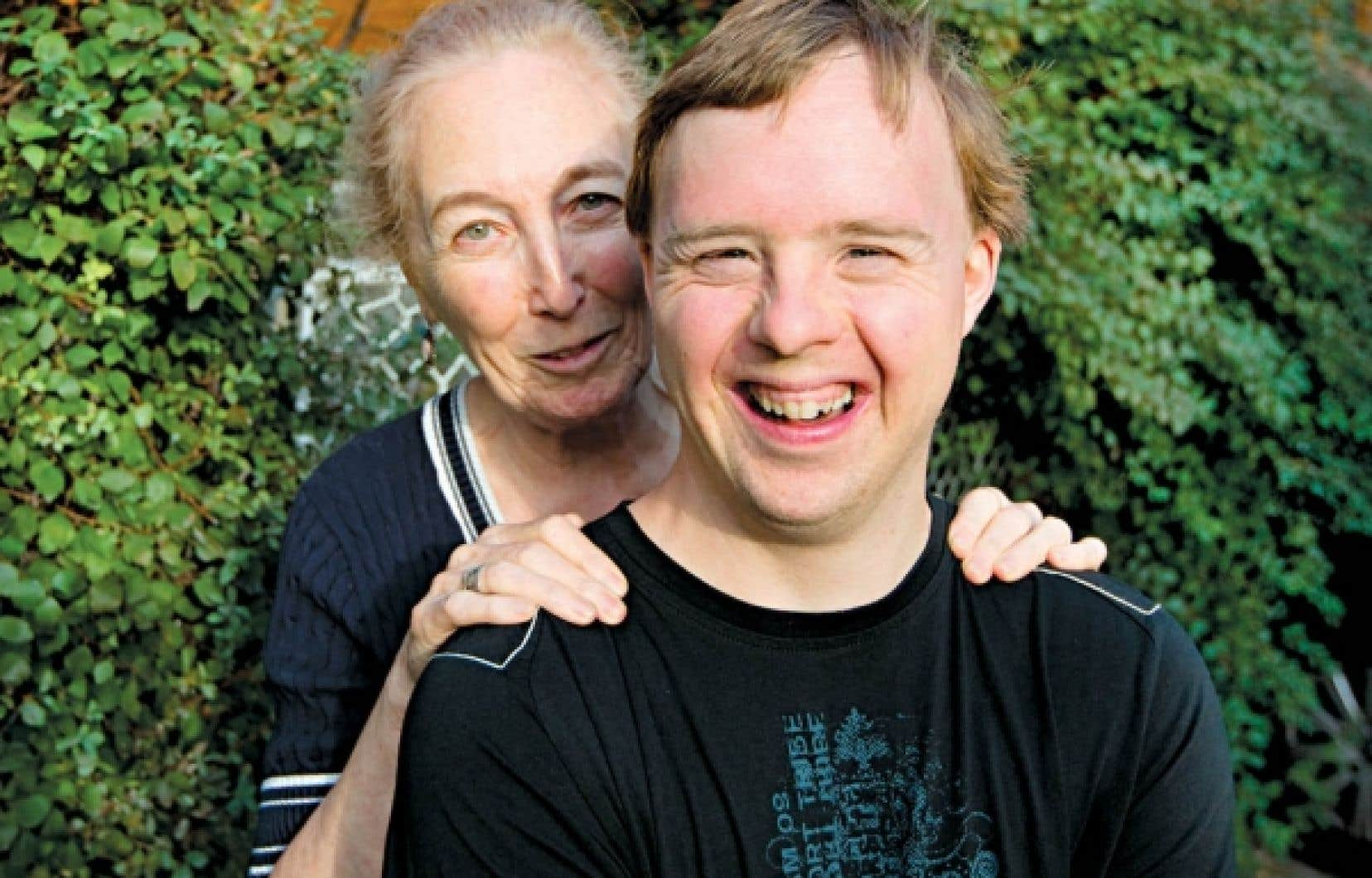 Monique Hennebert et son fils, Carl Hennebert-Faulkner, maintenant &acirc;g&eacute; de 35 ans.<br />