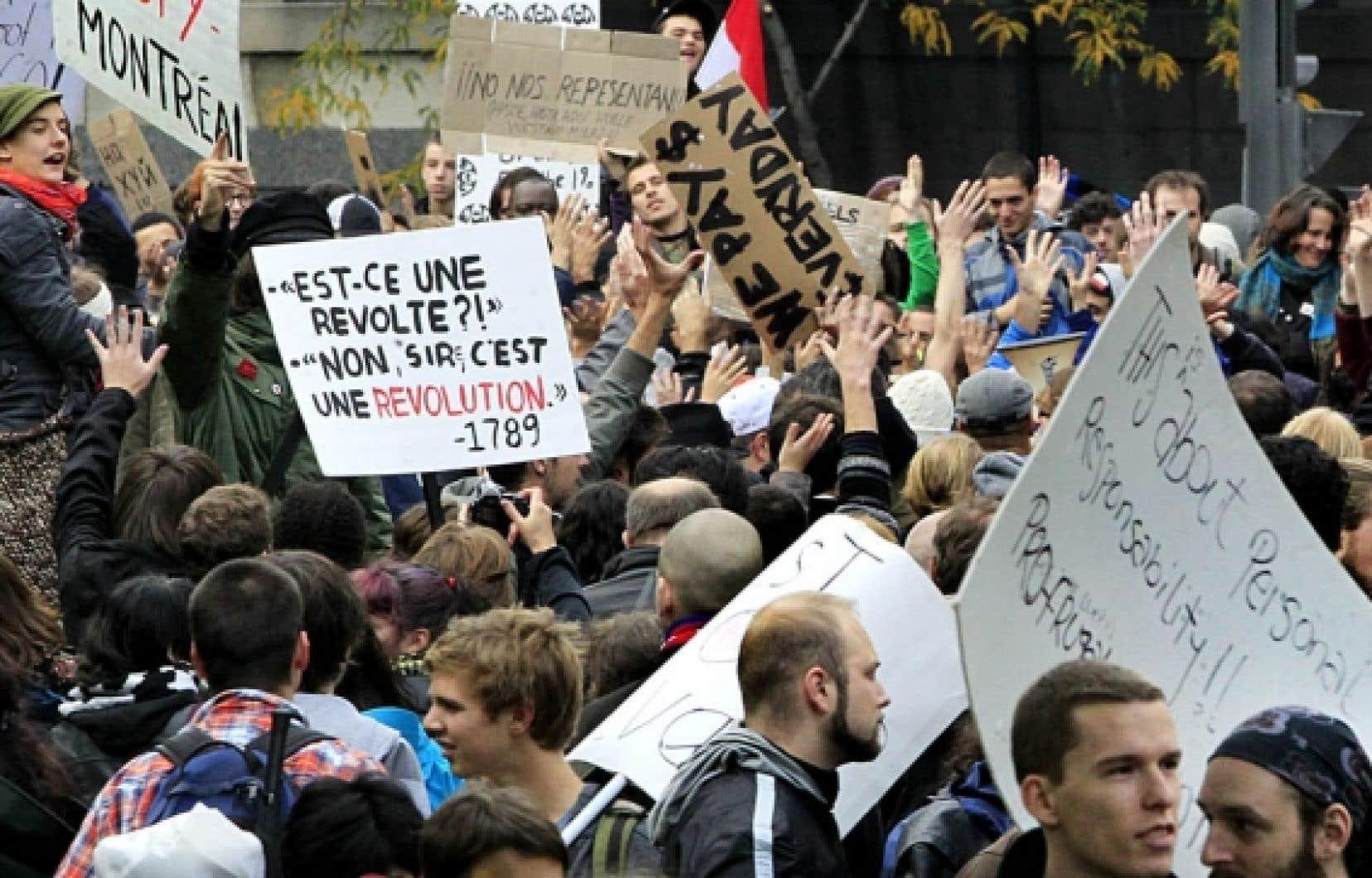 Les manifestants ont envahi samedi le square Victoria, à Montréal, afin de se joindre à la vague mondiale de protestation.<br />