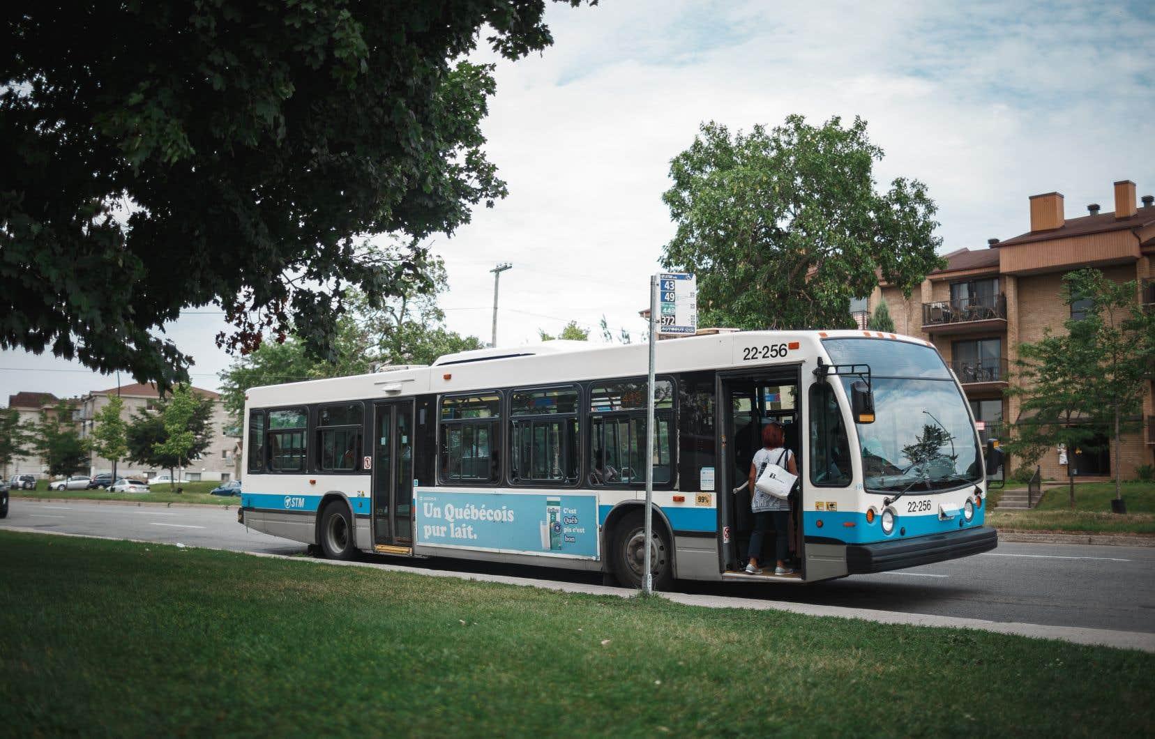 Ensemble Montréal promet de permettre le paiement par téléphone intelligent aux bornes du métro et par carte bancaire dans les autobus de la STM.