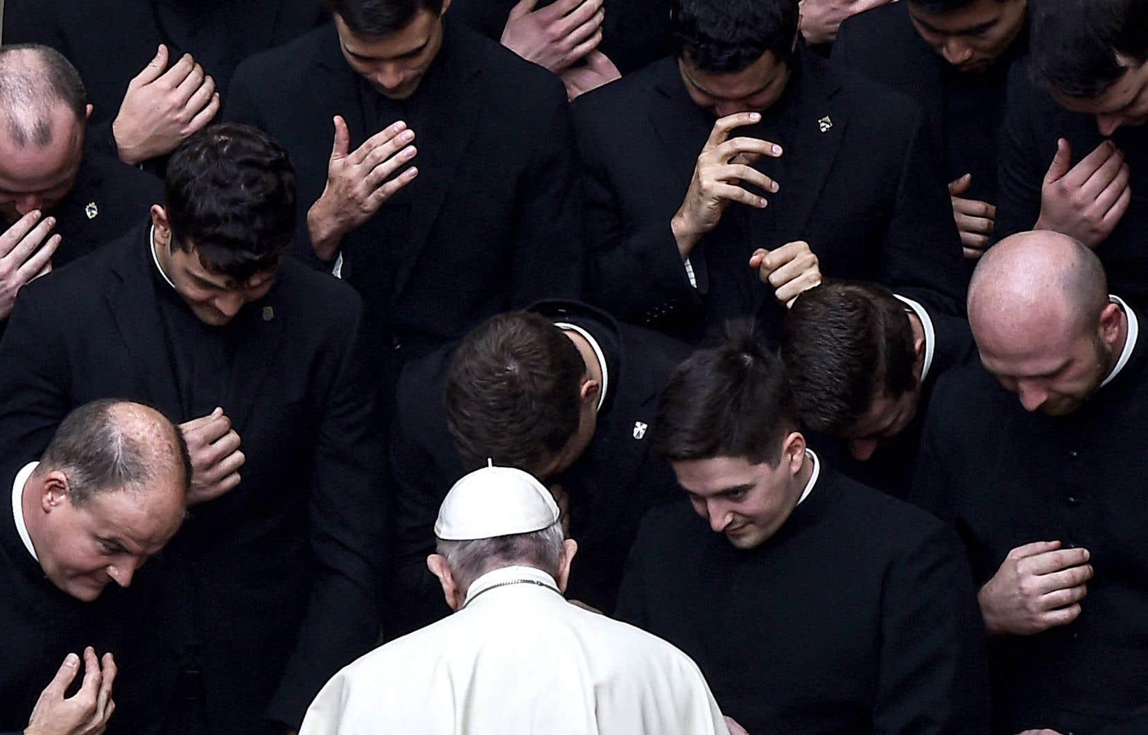 En 2019, le pape a rendu obligatoire le signalement à la hiérarchie de l'Église de tout soupçon d'agression sexuelle ou de harcèlement.