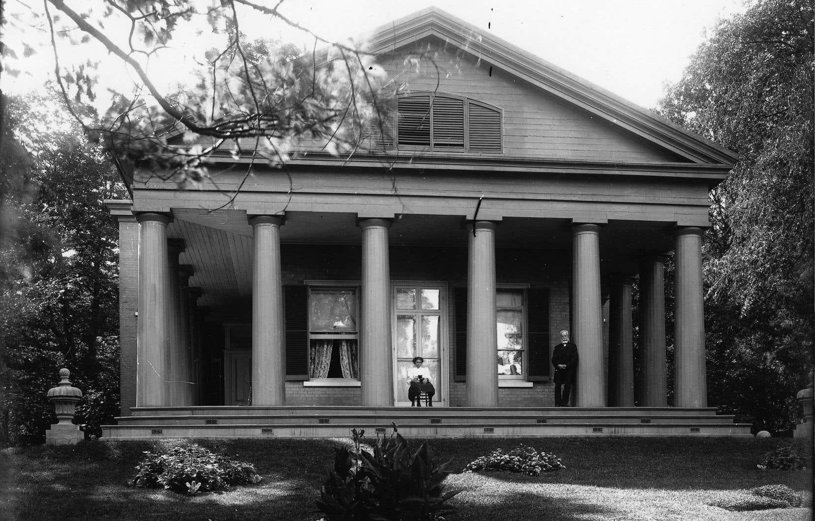 Le Temple Grove, la demeure familiale où David Ross McCord a entassé sa collection d'objets en lien avec l'histoire du Canada jusqu'en 1919.