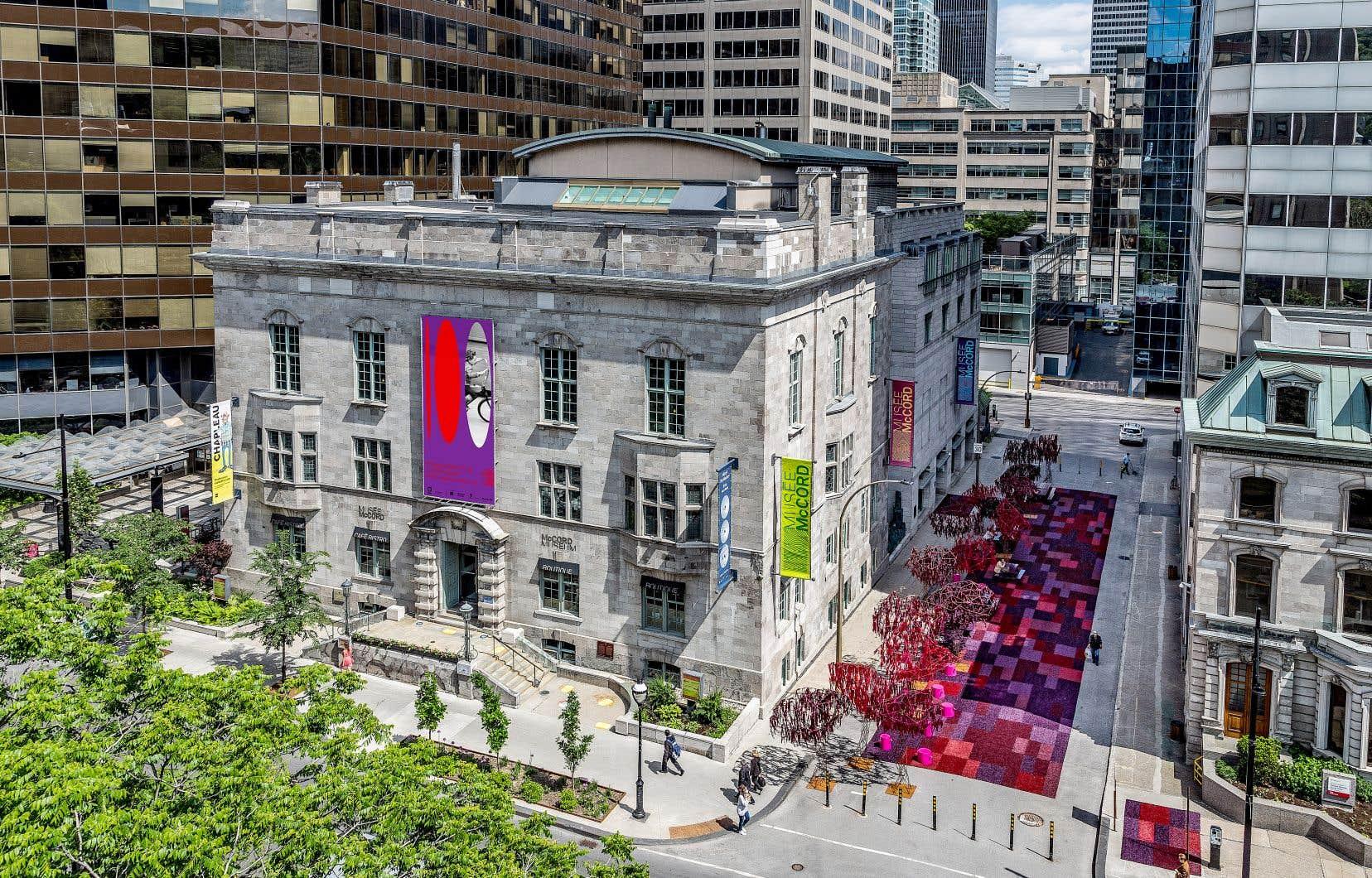 La façade du Musée McCord, à l'occasion de son 100e anniversaire