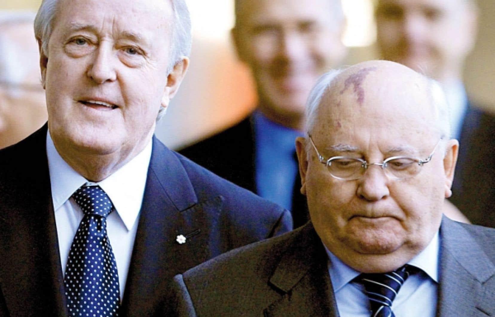 Brian Mulroney et Mikha&iuml;l Gorbatchev ont particip&eacute; &agrave; un &eacute;change public hier.<br />