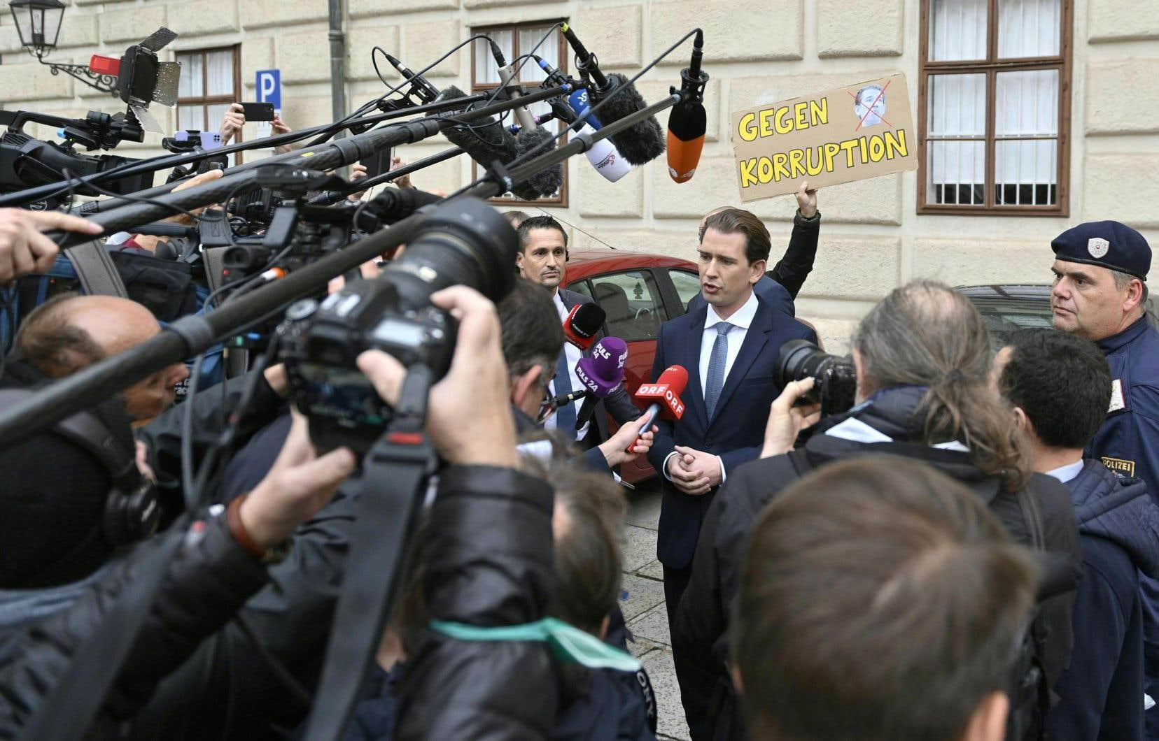Entré au gouvernement en tant que secrétaire d'État il y a 10ans puis devenu ministre des Affaires étrangères, Sebastian Kurz a une première fois accédé à la chancellerie en décembre 2017.