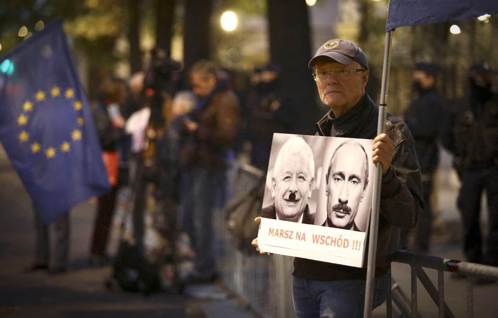 Pour la population, dont certains s'étaient massés devant le tribunal constitutionnel de Varsovie, drapeau européen à la main, dans l'attente d'un verdict, ce jugement équivaut à un retour à l'époque de la dictature communiste.