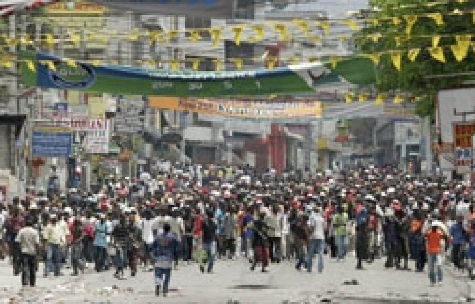 Les manifestants à Port-au-Prince ont reconstruit mercredi les barrages que les forces de l'ordre avaient été détruits au cours de la nuit.