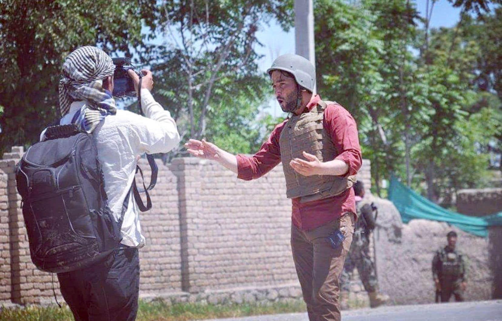 Karim Amini, jeune reporter de guerre et animateur vedette de la chaîne de nouvelles en continu TOLOnews depuis 2016, se trouvait en voyage en Ouzbékistan lors de la prise de Kaboul par les talibans, le 15 août. Il n'a jamais pu retourner en Afghanistan depuis.