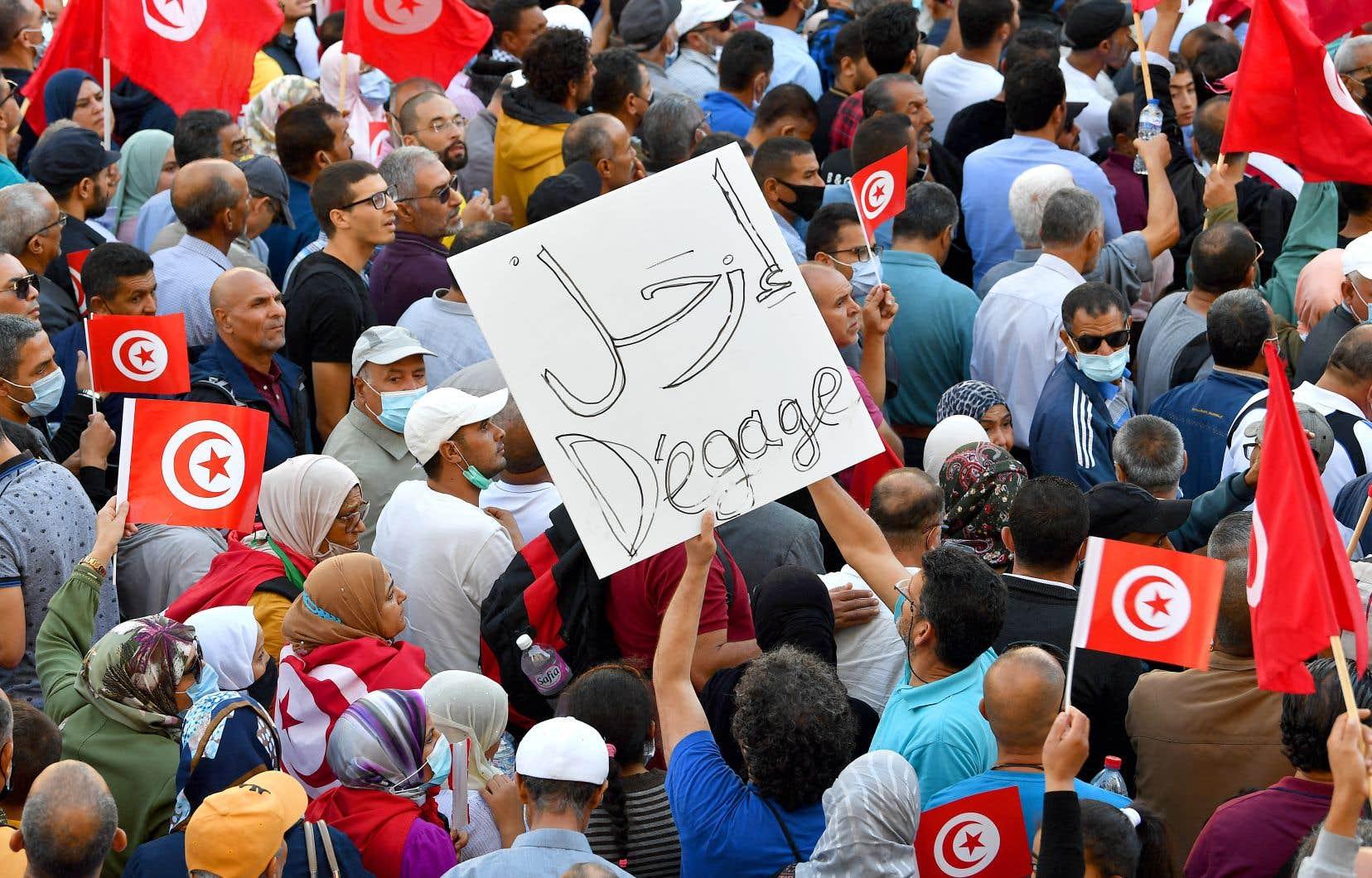 La Tunisie fait face à une crise politique provoquée par la mainmise grandissante du président Saïed sur son pays.