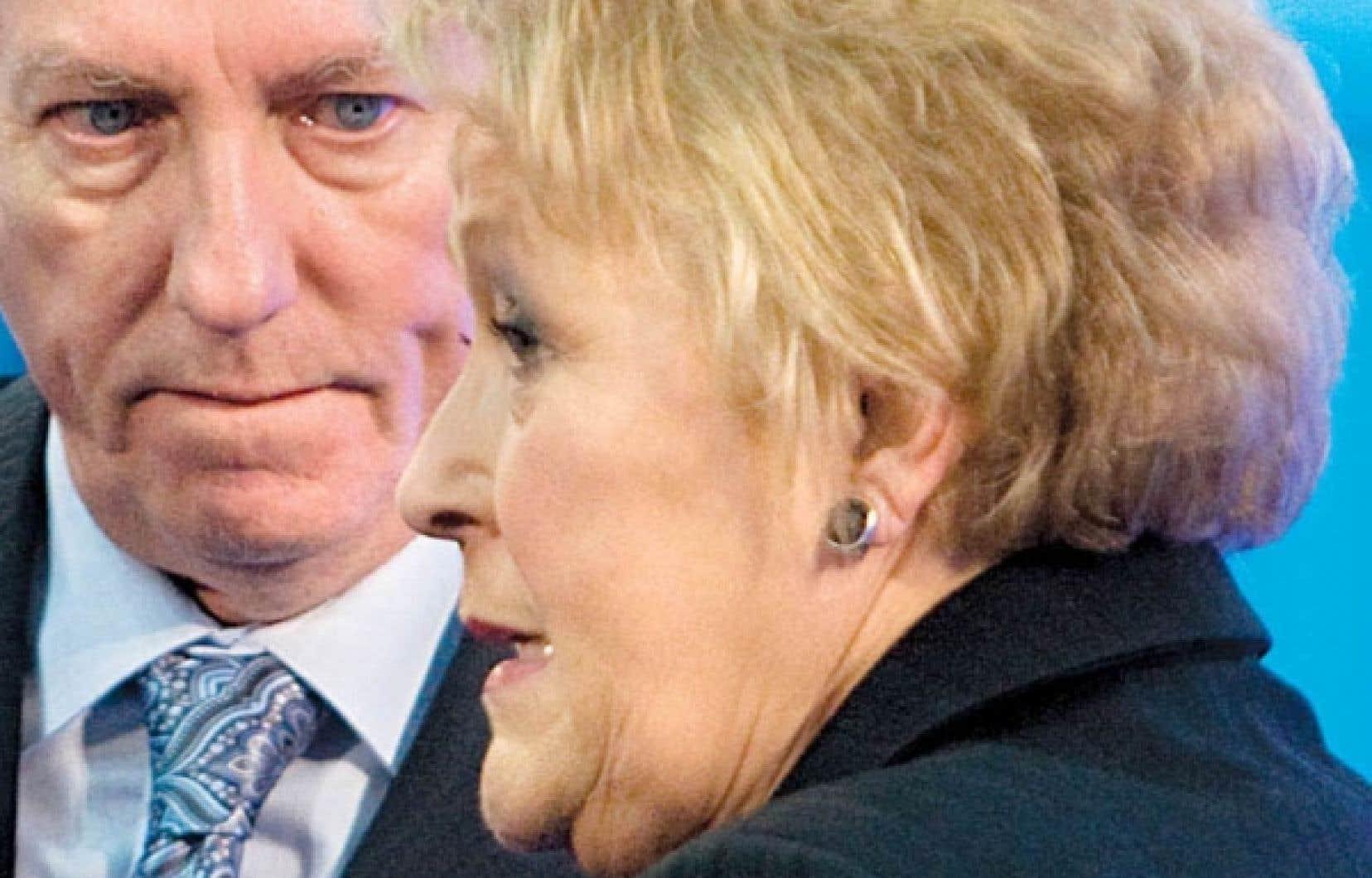 Alors en compagnie de Gilles Duceppe, la chef du Parti québécois, Pauline Marois, apprenait, le 16 avril dernier, que 93 % des membres de son parti appuyaient son leadership.<br />