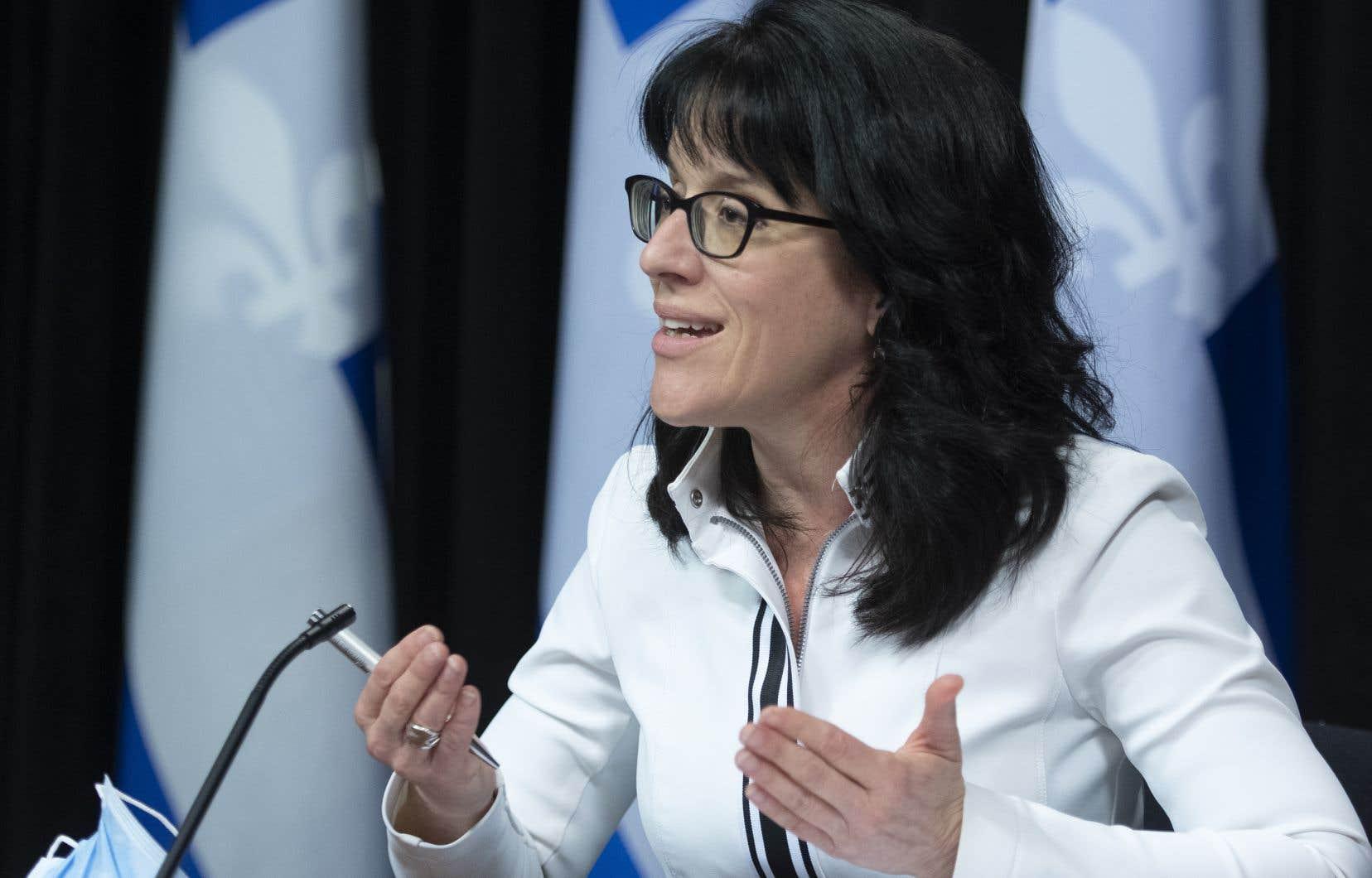 La ministre Sonia LeBelfait valoir que la hausse de la rémunération pourrait atteindre 17% dans certains cas.