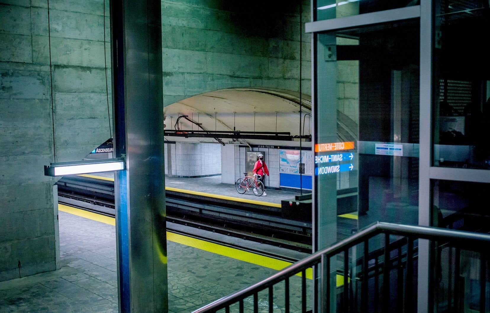 Projet phare de la STM, le prolongement de la ligne bleue du métro trône au centre des préoccupations. Le projet accumule les retards. Et la facture anticipée s'allonge.