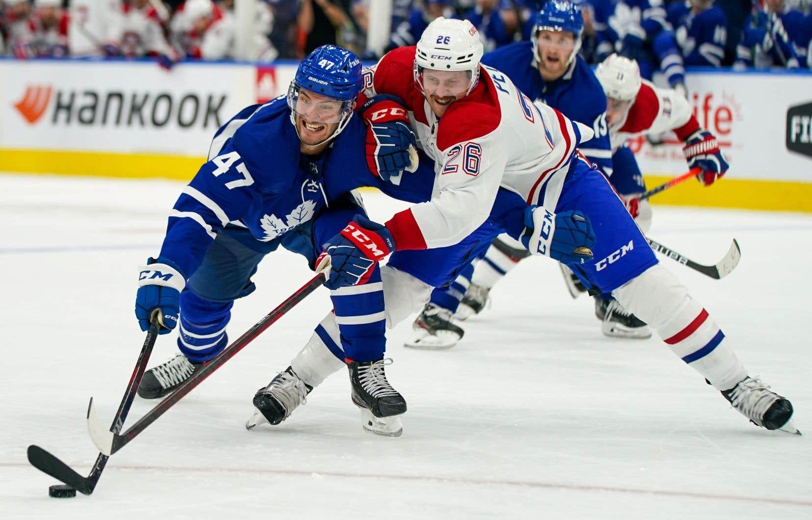 Le Canadien a commencé le match en force, mais Campbell a gardé le fort pour les Maple Leafs, qui ont finalement réussi à gagner ce match revanche.