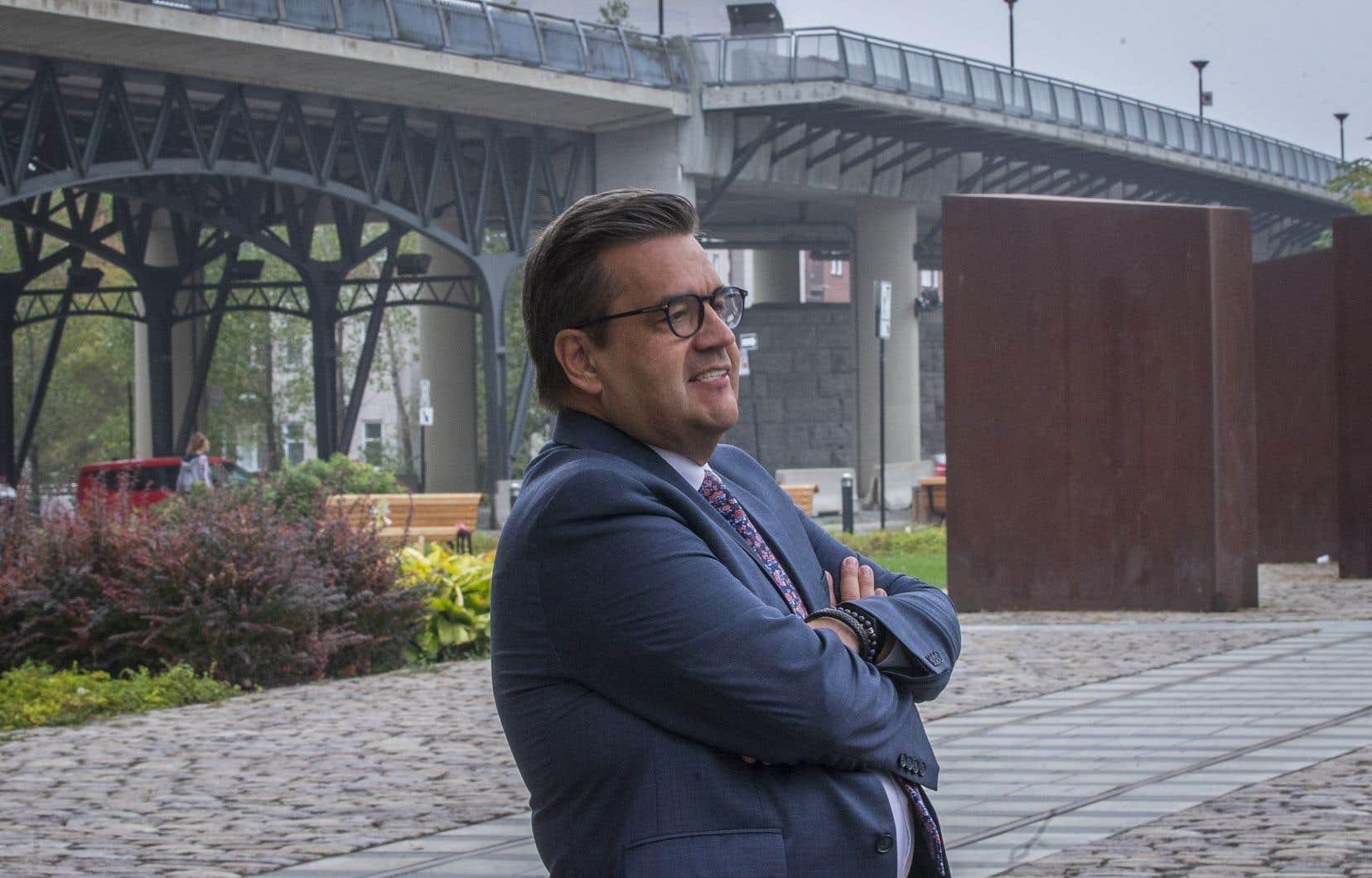 «Notre équipe entend favoriser le vivre-ensemble et assurer une continuité cohérente entre le nouveau quartier des Faubourgs et le Vieux-Montréal», a fait valoir DenisCoderre, qui a évoqué l'idée de s'inspirer du High Line, à New York, pour son projet.