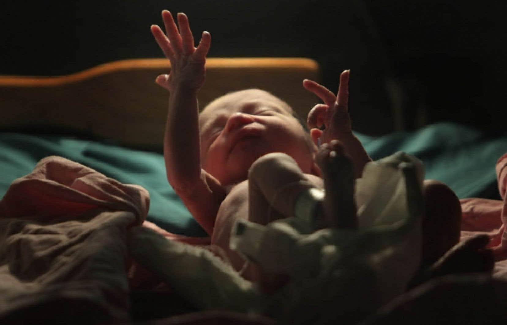 Un nouveau-né, quelques minutes seulement après sa naissance dans un hôpital du Honduras.