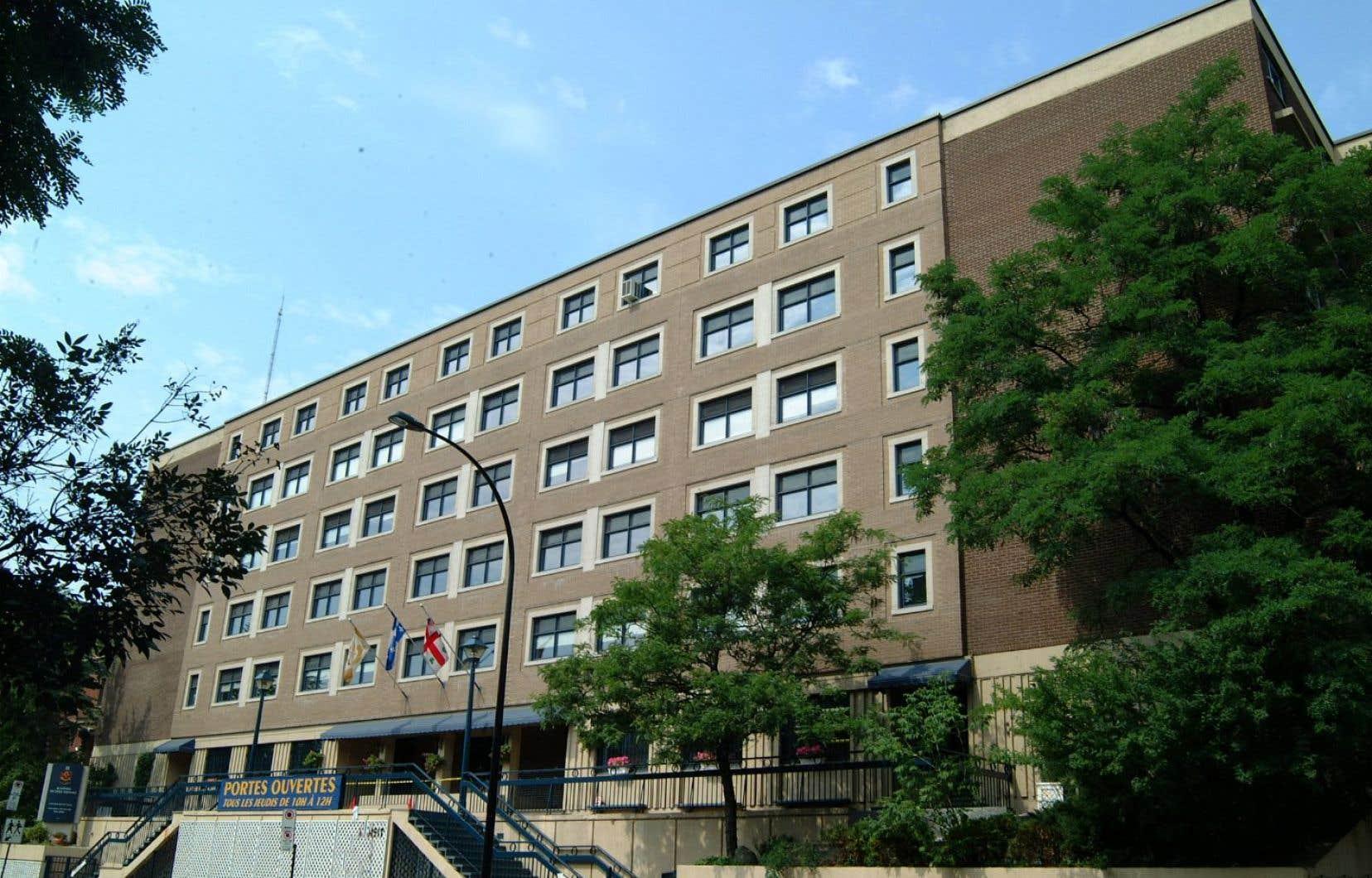Une école privée de Montréal aux prises avec une importante éclosion de COVID-19