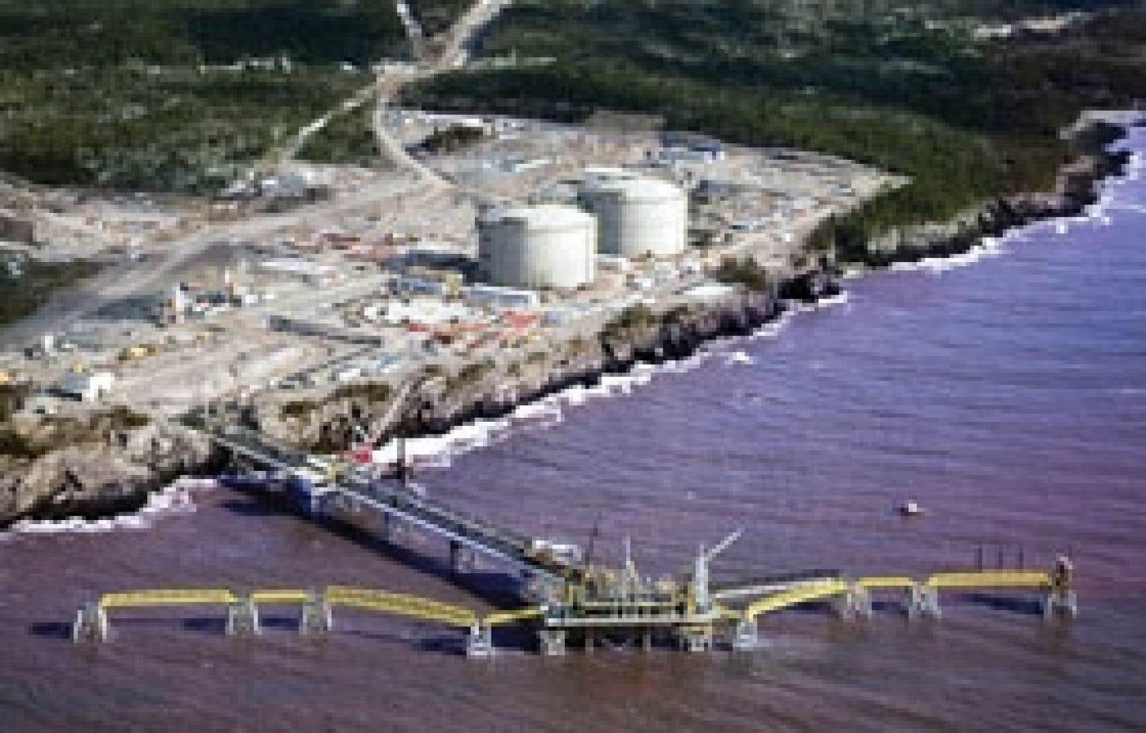 Photo: Canaport LNG Le port méthanier du Nouveau-Brunswick est presque terminé et sera opérationnel en décembre.