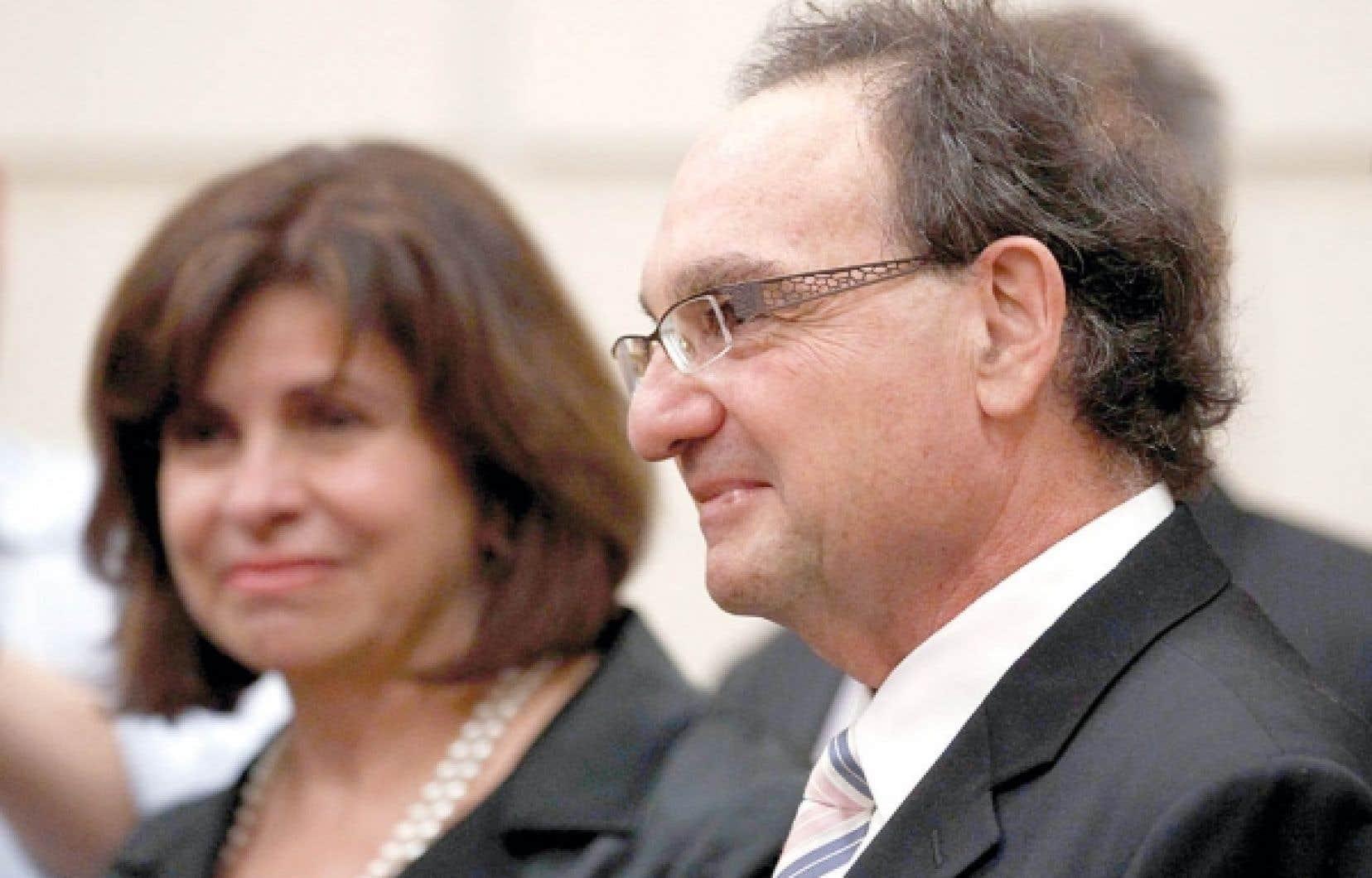 La nomination à la Cour suprême du juge Michael Moldaver soulève l'enjeu de l'inconstitutionnalité de la composition actuelle du plus haut tribunal du pays, qui compte désormais dans ses rangs deux juges unilingues anglophones sur un total de neuf juges.