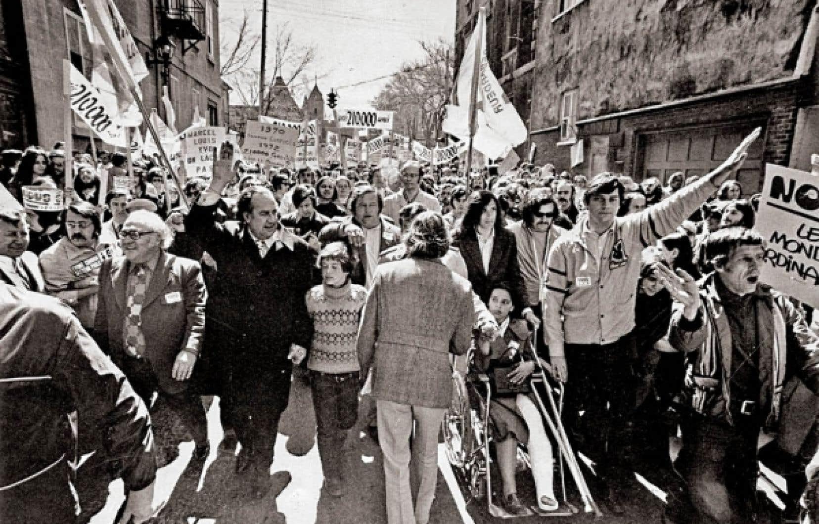 Louis Laberge, président de la FTQ, et Marcel Pepin, président de la CSN, à la tête d'une manifestation du Front commun des grandes centrales syndicales, en 1972.