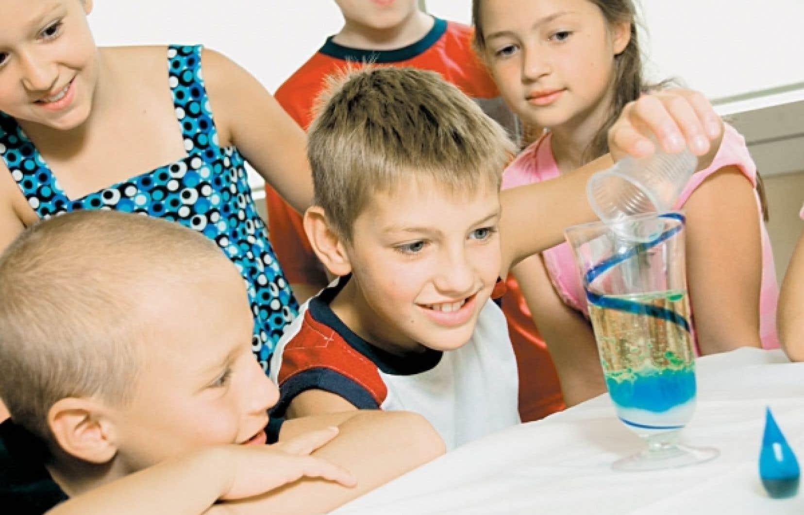 Les enfants qui participent aux rencontres du Club des D&eacute;brouillards ont la possibilit&eacute; d&rsquo;apprendre de nombreux principes scientifiques tout en s&rsquo;amusant.<br />