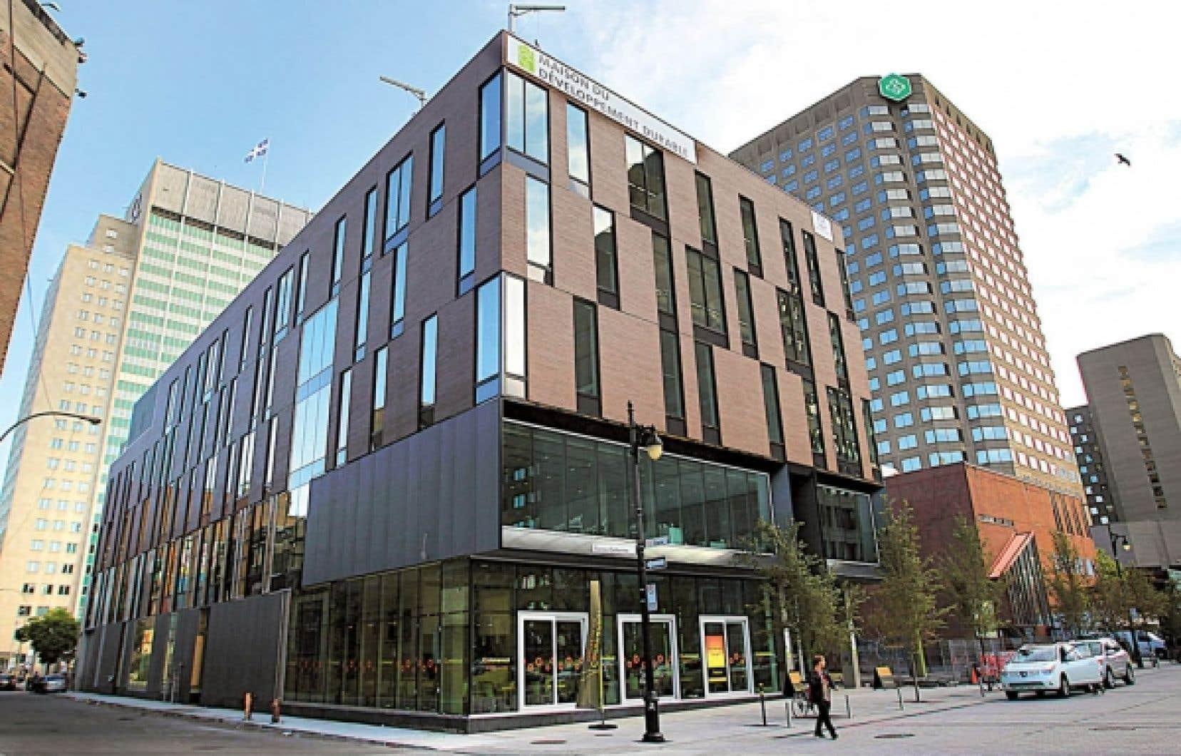 La Maison du développement durable, sise rue Sainte-Catherine, a coûté 27 millions.<br />