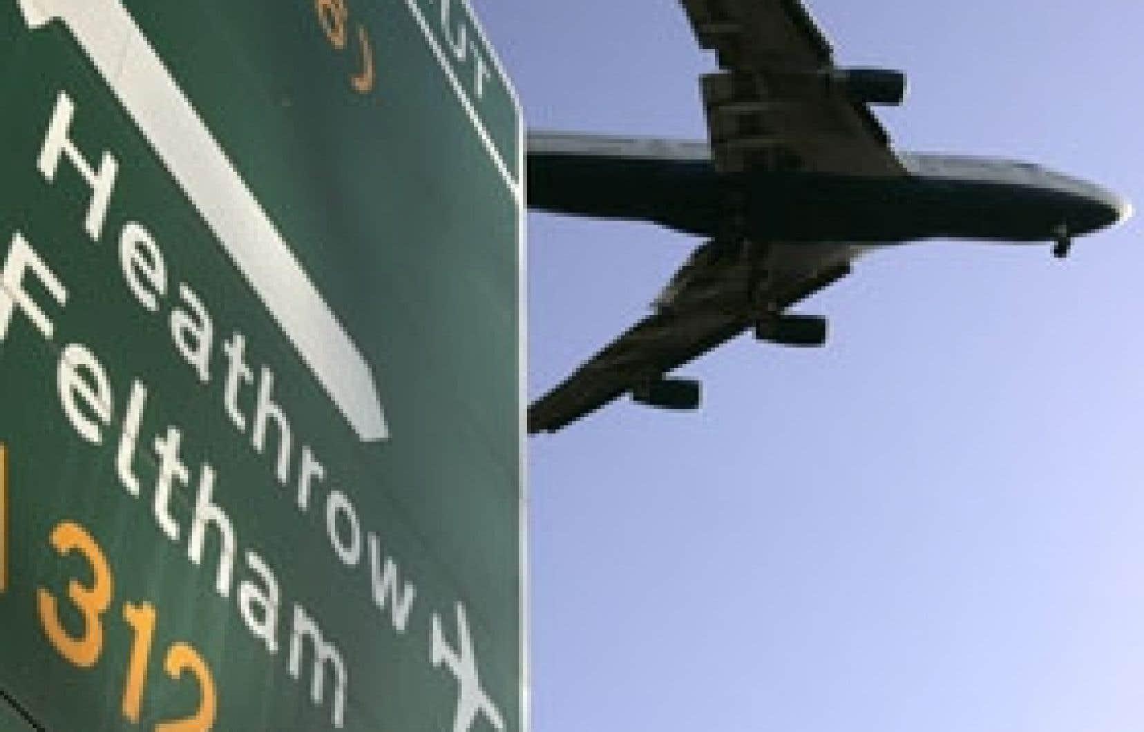 L'ouverture du terminal 5, à Heathrow, a donné lieu depuis jeudi à une série de «pépins», selon le mot de BA, qui, ajoutés les uns aux autres, ont abouti à l'annulation de 34 moyen-courriers au départ du T5 jeudi et encore 36 aujourd'hui,