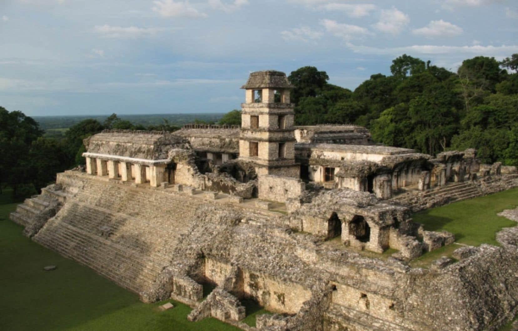 Vue du palais, site archéologique de Palenque, dans l'État du Chiapas, au Mexique. Classique récent (600-900 de notre ère).<br />