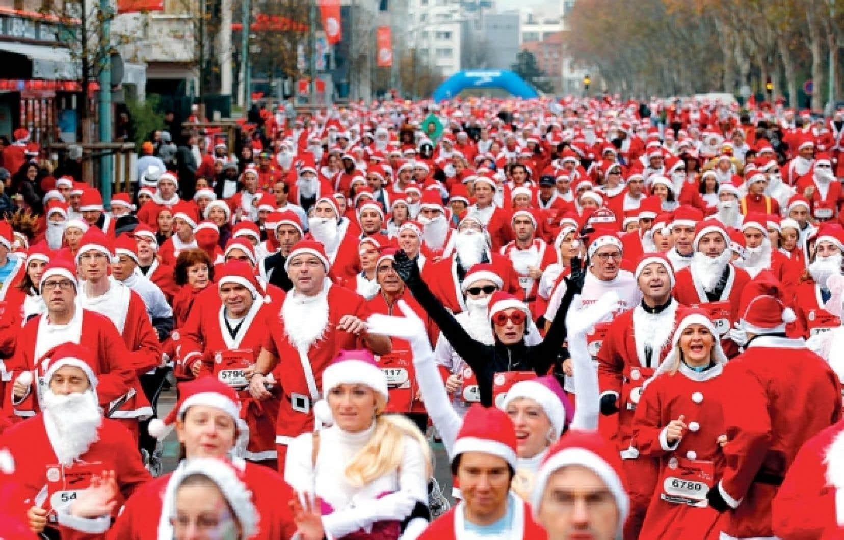 3000 pères Noël de toutes tailles et de tous âges ont couru hier matin dans les rues d'Issy-les-Moulineaux.