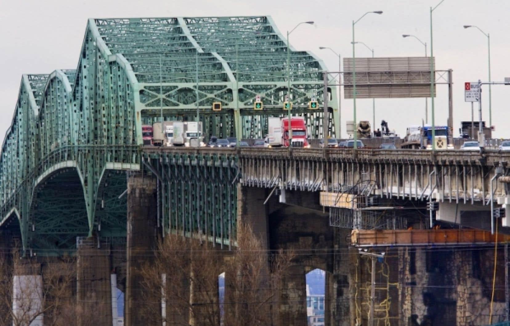 Le nombre de week-ends de fermeture partielle du pont Champlain s'est établi à huit l'été dernier et ce chiffre est un minimum pour l'été 2012.