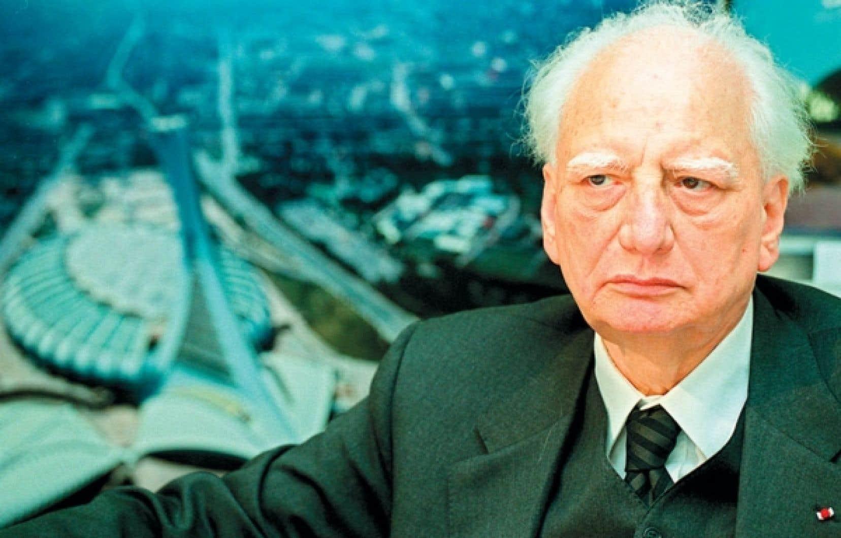 Les bureaux de génie sont les «pourvoyeurs de fonds de la politique», estime l'architecte Roger Taillibert, ici photographié dans son bureau de Paris en 2001.