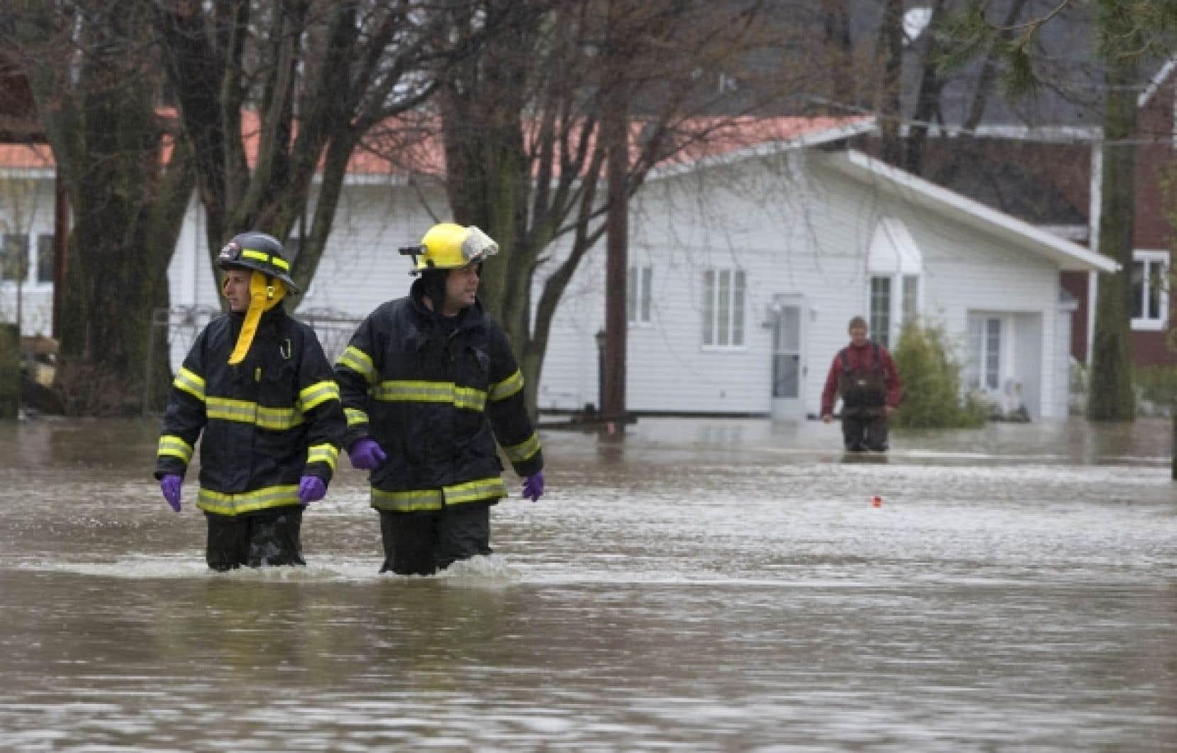 Les inondations du Richelieu ont démontré l'incohérence d'un gouvernement qui se dit sensible à la protection de l'environnement et qui a autorisé la reconstruction de résidences permanentes dans une plaine inondable.