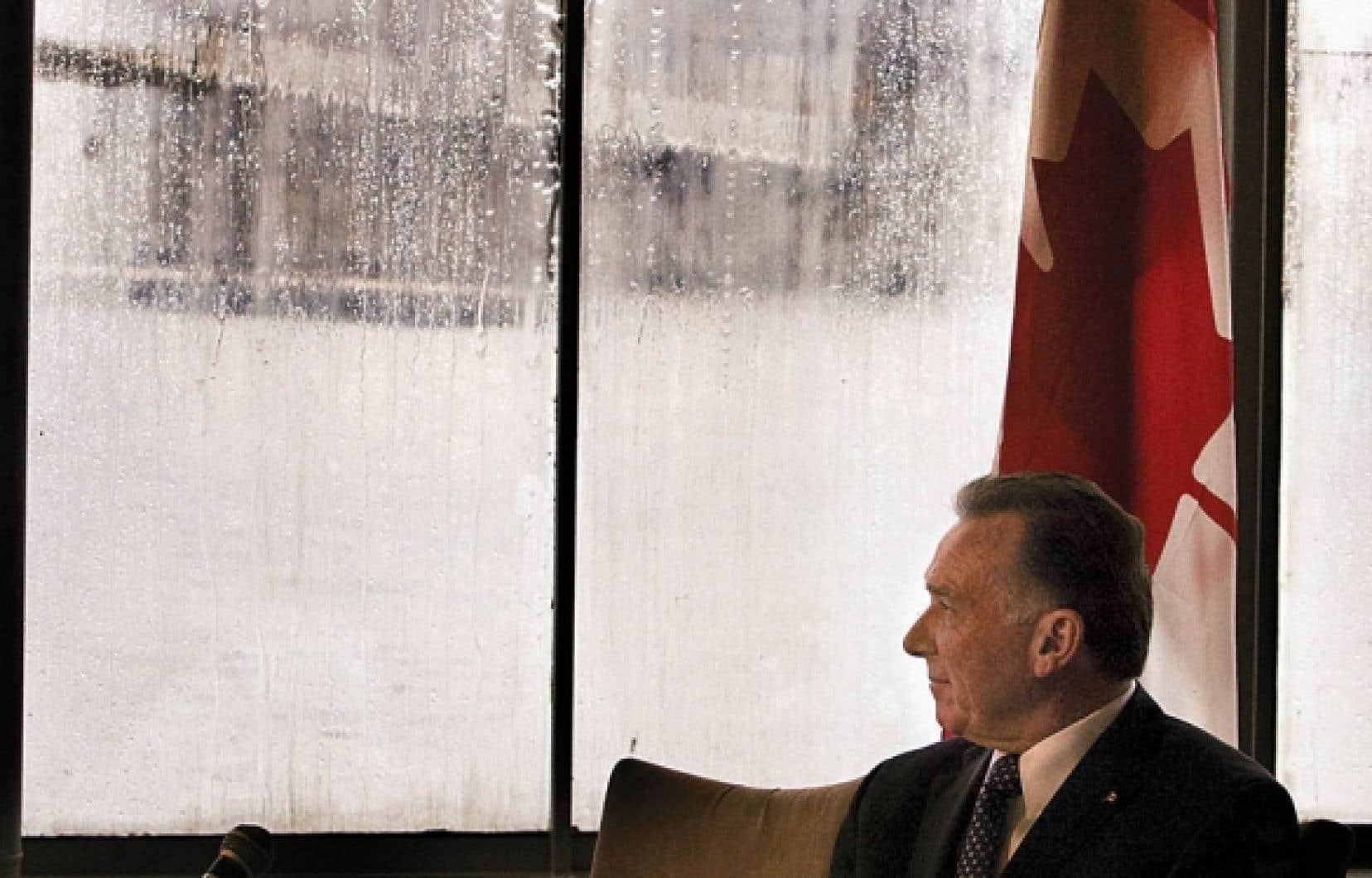 Le ministre de l'Environnement du Canada, Peter Kent, a affirmé que le Canada pouvait subir des sanctions de l'ordre de 14 milliards de dollars s'il demeurait juridiquement lié au Protocole de Kyoto.
