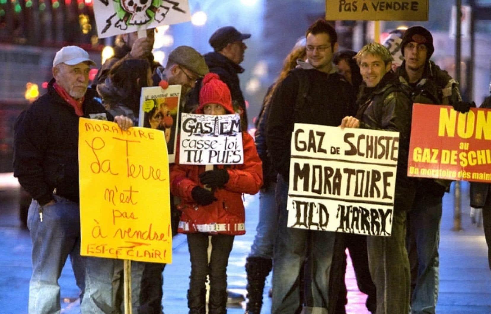 L'opposition à l'exploration et à l'exploitation du gaz de schiste se poursuit au Québec. Après avoir utilisé les audiences du BAPE pour manifester leur désaccord à tout projet, des citoyens de la vallée du Richelieu optent cette fois pour l'envoi de lettres interdisant l'accès à leurs terres.<br />