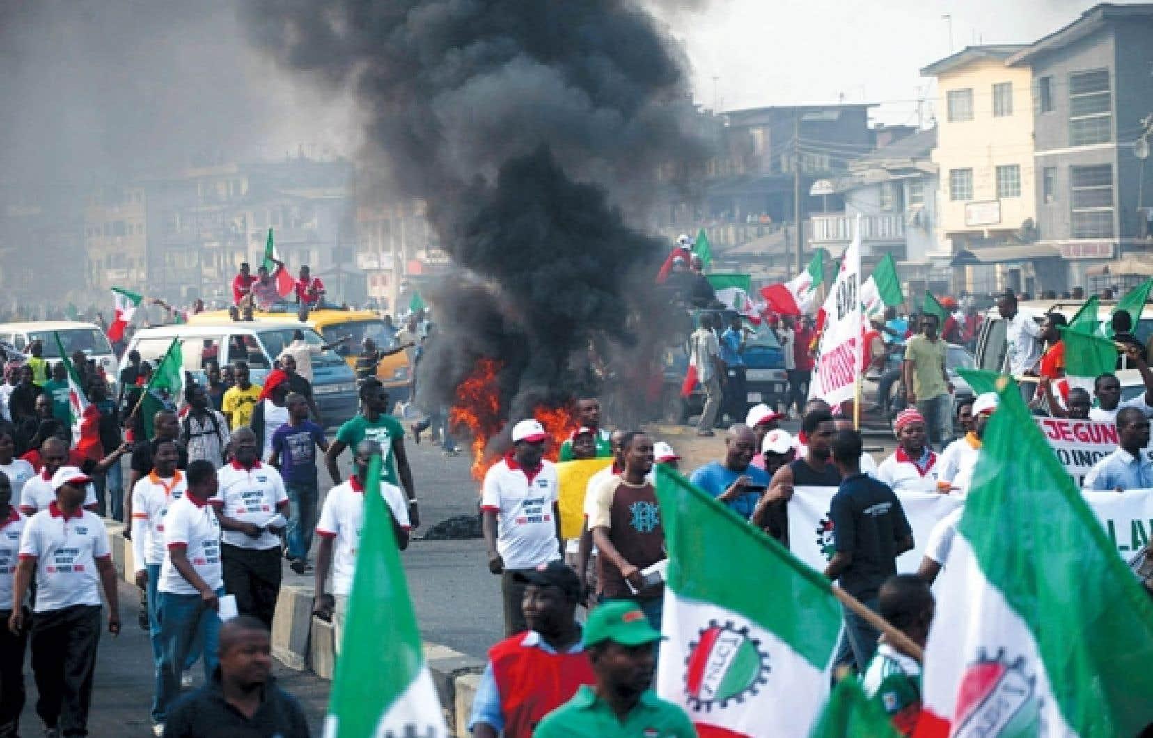 Les habitants de Lagos ont défilé dans la rue par milliers.<br />