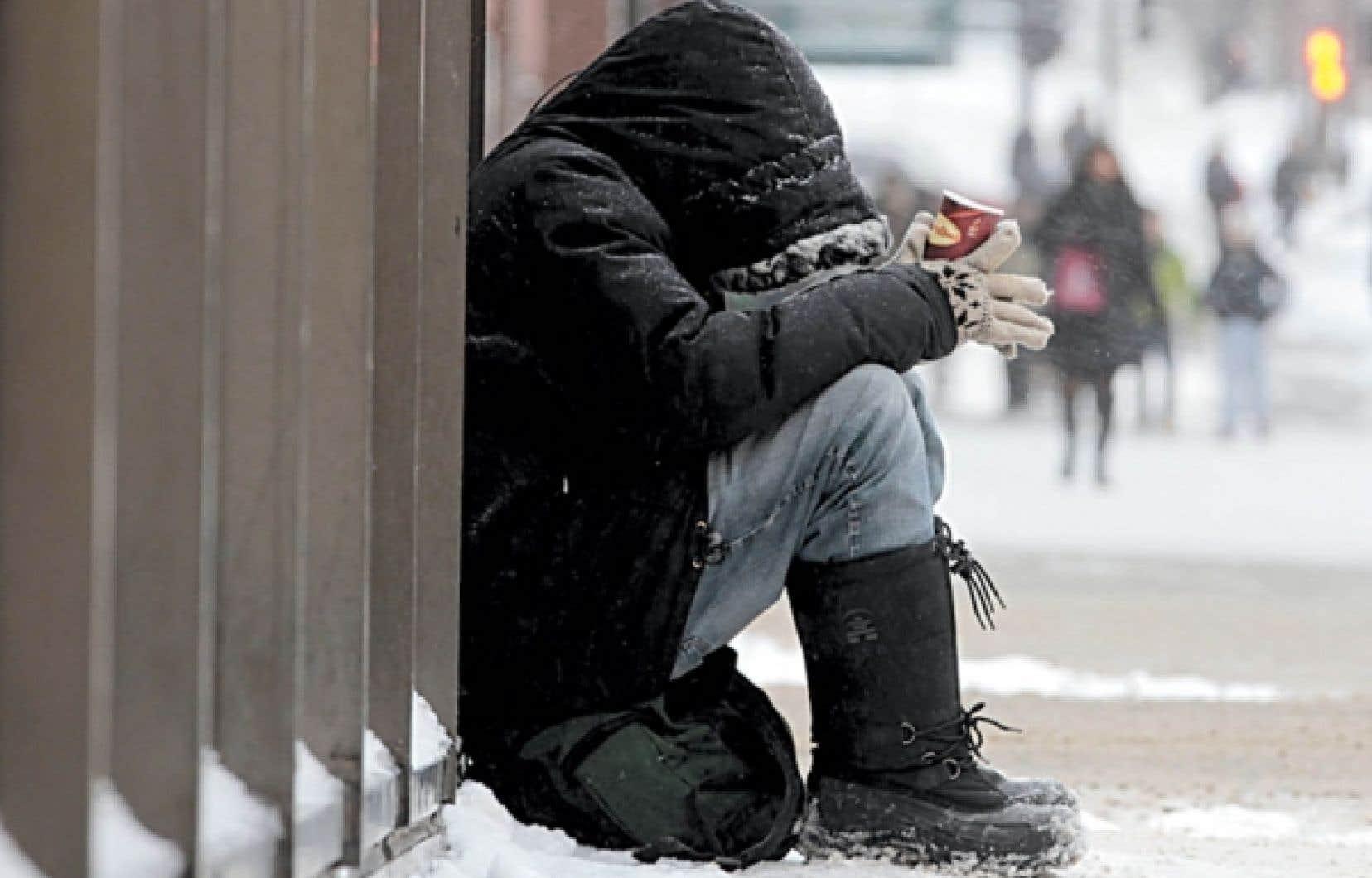 Trop de personnes en crise, souffrant de graves problèmes de santé mentale ou de toxicomanie, se retrouvent à la rue et sont, de ce fait, extrêmement vulnérables. <br />