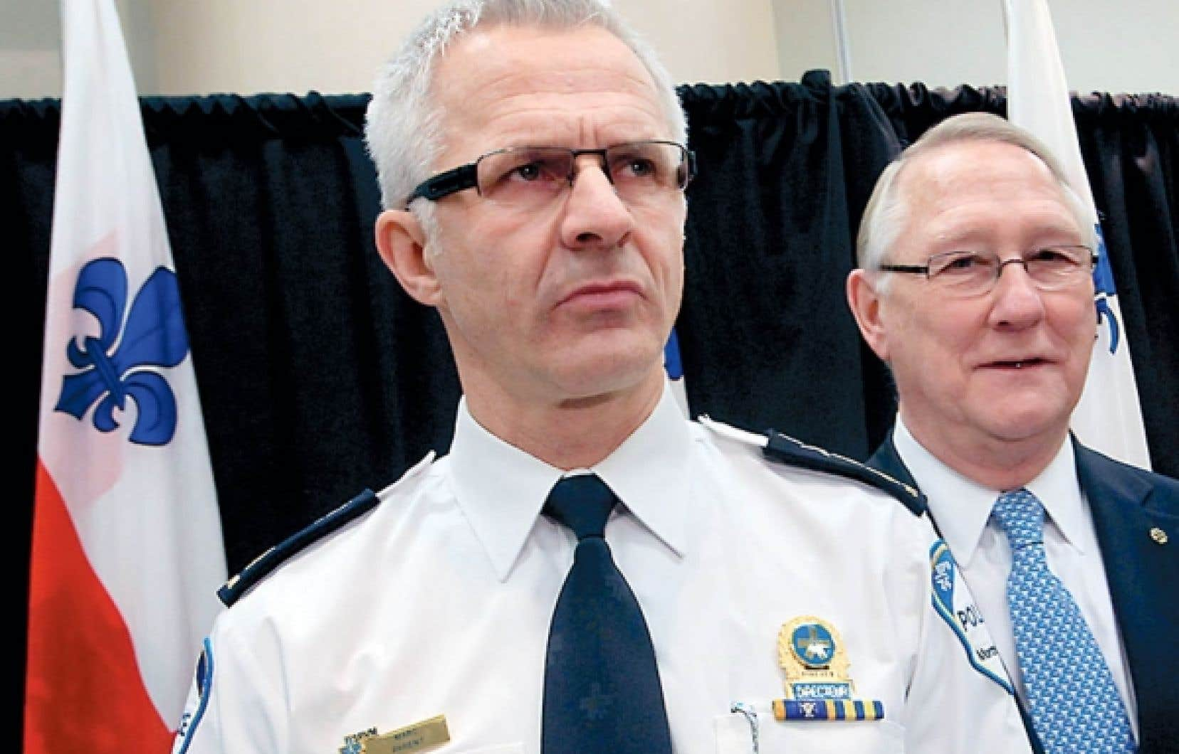Le chef du SPVM, Marc Parent, et le maire Gérald Tremblay, lors du dévoilement de la politique policière contre le profilage.<br />
