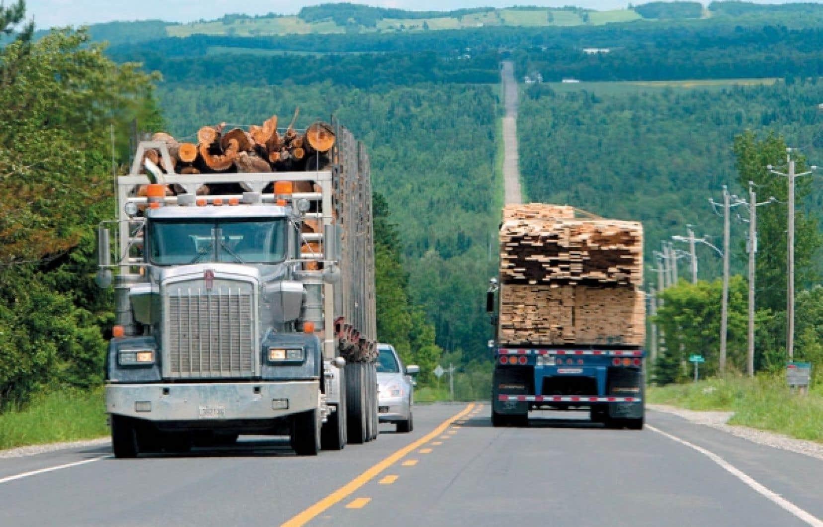 Source de longs conflits commerciaux entre le Canada et les États-Unis, l'industrie du bois d'œuvre fait l'objet d'une entente qui devait venir à échéance en 2013, mais les parties ont convenu de la prolonger de deux ans.<br />