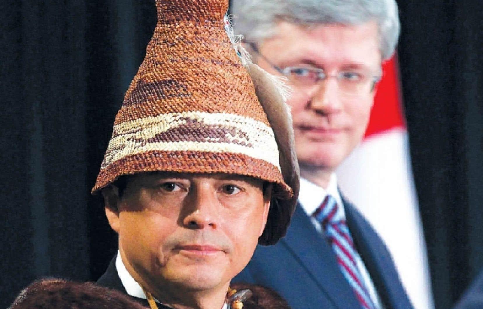 Le chef national de l'Assemblée des Premières Nations, Shawn Atleo, portait le costume traditionnel de la nation Ahousaht, de Colombie-Britannique, hier, à Ottawa, lors de l'ouverture de la grande rencontre à laquelle ont pris part le premier ministre Stephen Harper, de hauts responsables du gouvernement fédéral et une centaine de chefs autochtones.