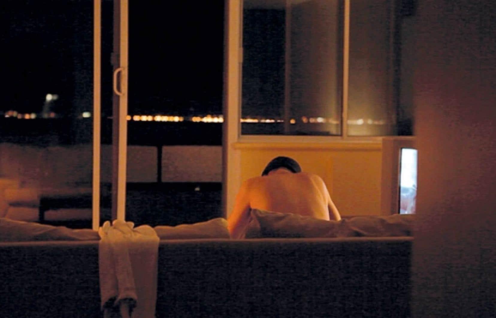 85 % des travailleurs du sexe vivent dans l'isolement et subissent de la violence, du rejet et de l'indifférence.<br />