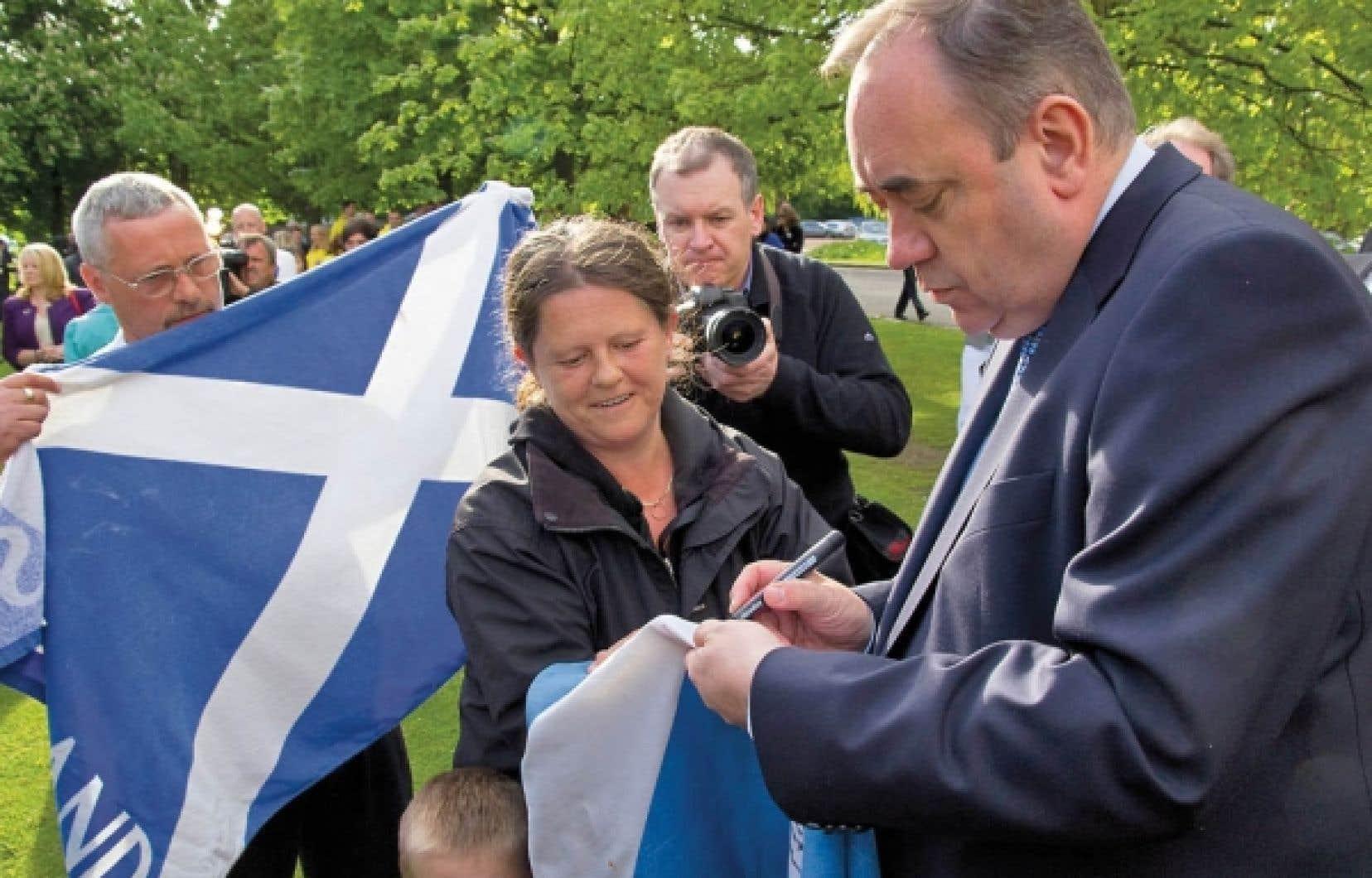 Couronné homme politique de l'année 2011 par le Times de Londres, le premier ministre écossais, Alex Salmond (à droite), est considéré comme le politicien le plus habile de Grande-Bretagne.<br />