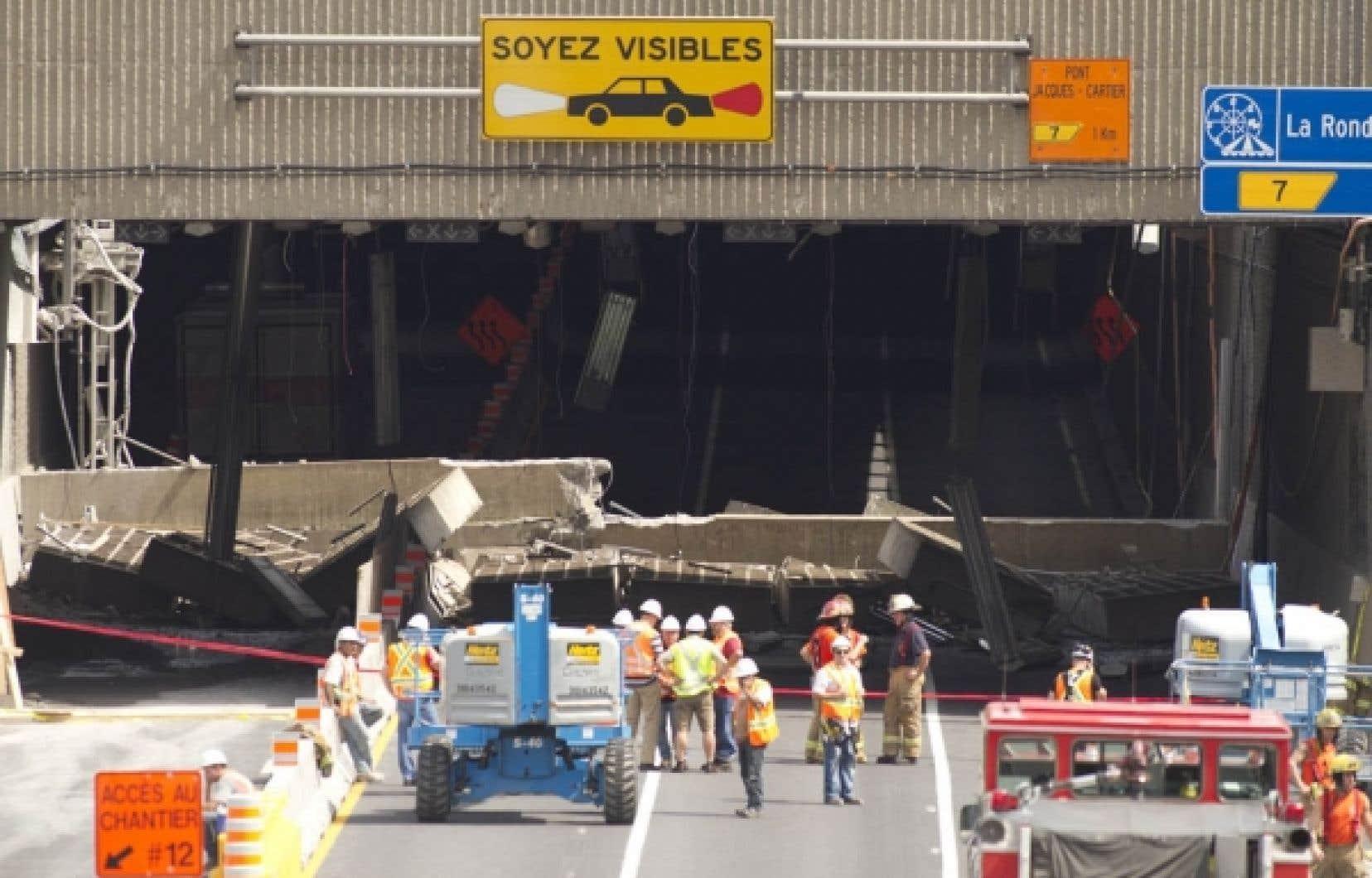 Le 31 juillet dernier, une poutre de 25 tonnes s'est écrasée sur la chaussée à l'entrée du tunnel Viger, entraînant dans sa chute des paralumes. L'accident n'a fait aucune victime.<br />