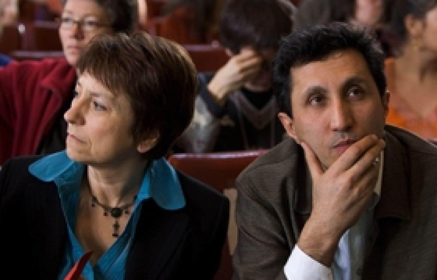 Québec solidaire se distingue des partis traditionnels notamment parce qu'il est dirigé par deux porte-parole, Françoise David et Amir Khadir. Mme David estime toutefois que cela entraîne de la confusion dans l'esprit des électeurs et, a-t-elle