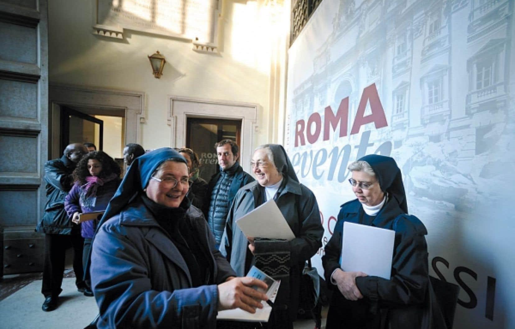 Les participants et participantes catholiques affluent au symposium intitul&eacute; &laquo;Vers la gu&eacute;rison et le renouvellement&raquo; dont le but avou&eacute; est d&rsquo;&eacute;viter de nouveaux scandales p&eacute;dophiles. <br />