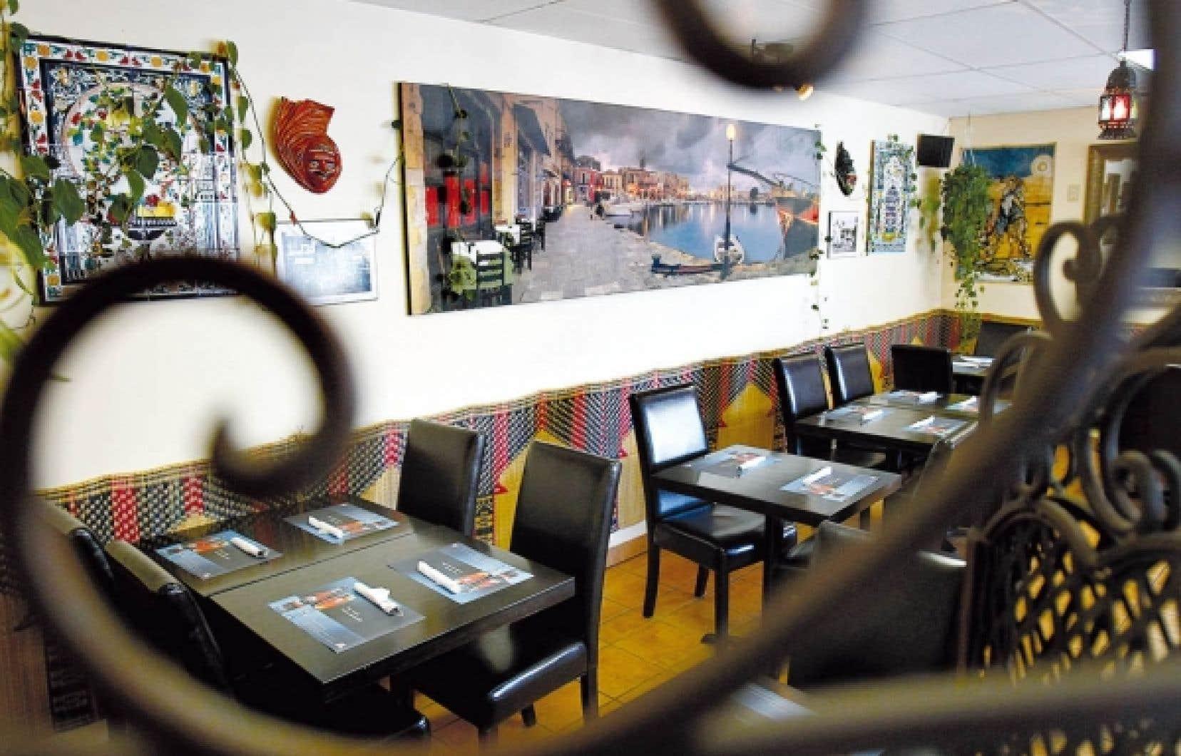Le resto-café Au Port de la Goulette offre une cuisine inspirée de la Tunisie et du Maroc.<br />