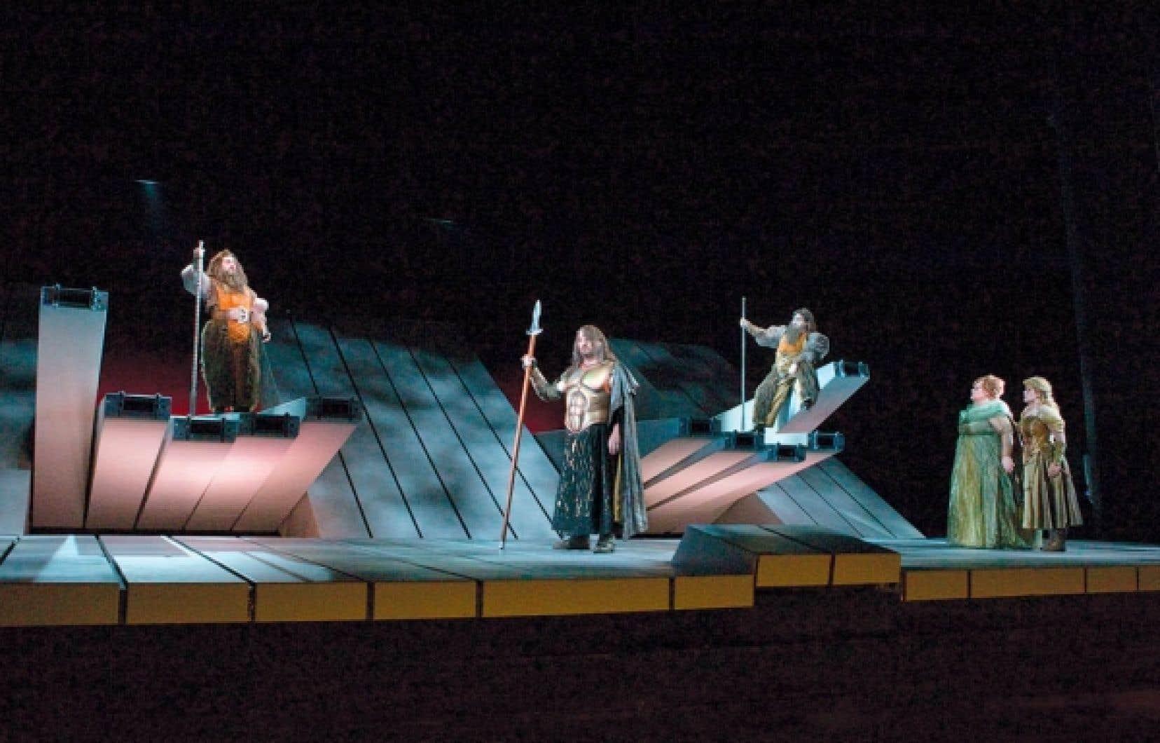 La scène des géants dans L'or du Rhin de Wagner, mis en scène par Robert Lepage<br />